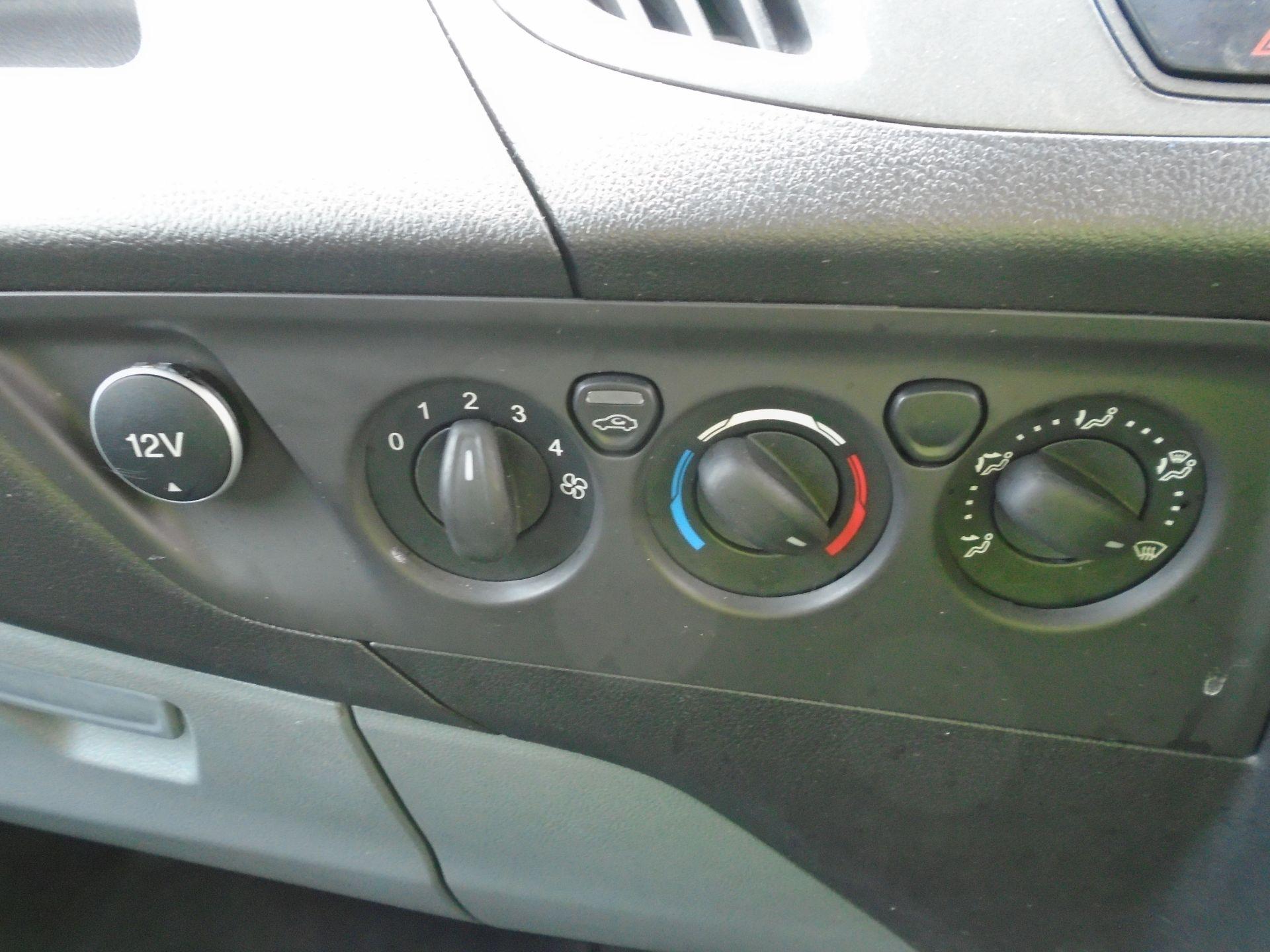 2017 Ford Transit Custom 2.0 Tdci 105Ps Low Roof Van(EURO6) (FE67AZD) Image 17