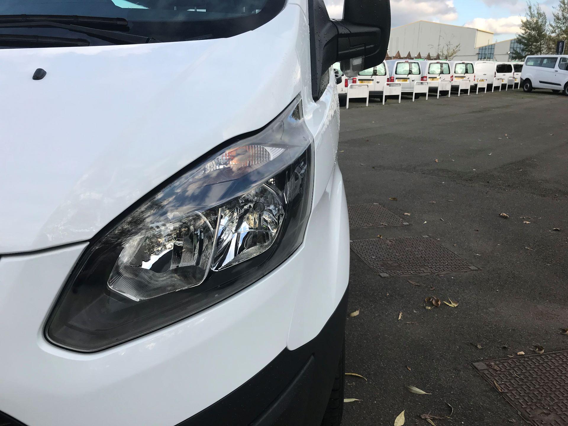 2017 Ford Transit Custom  310  L2  LOW ROOF  KOMBI 130PS EURO 6 (FE67BFF) Image 14