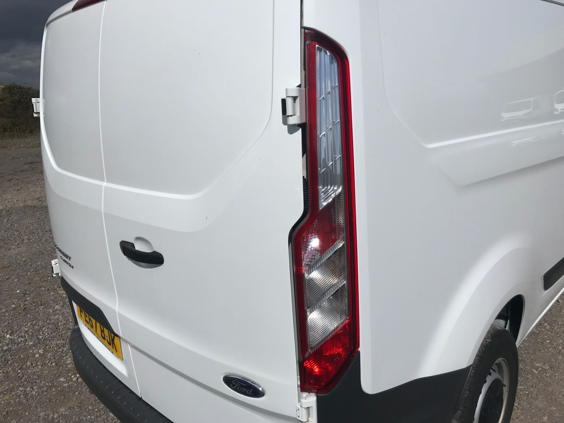 2017 Ford Transit Custom 2.0 Tdci 105Ps Low Roof Van Euro 6 (FE67BJK) Image 17
