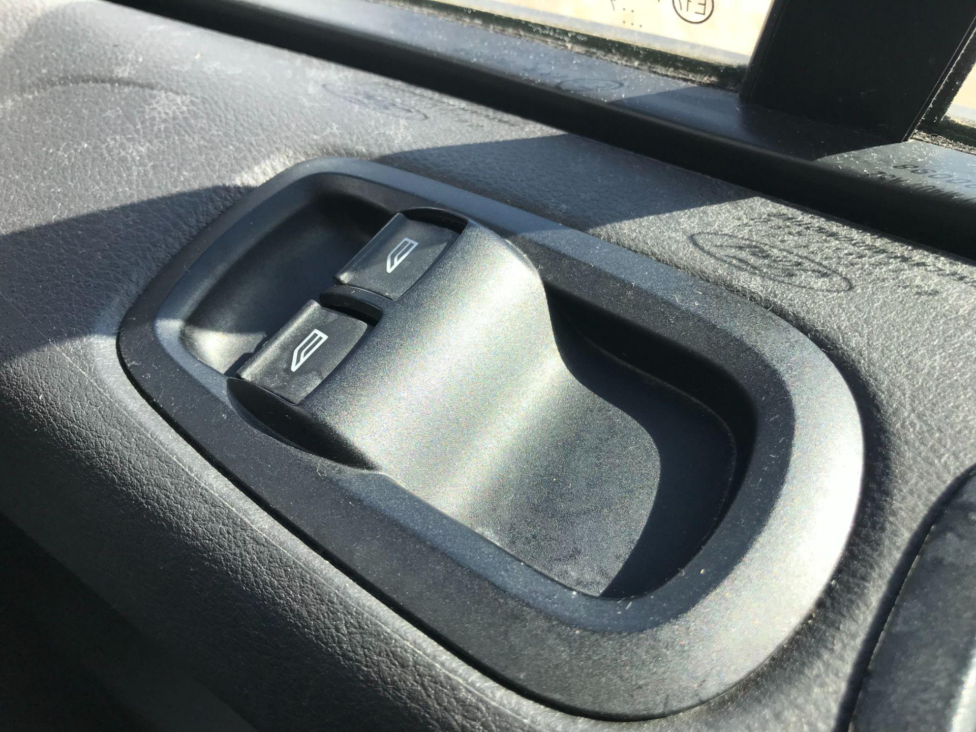 2017 Ford Transit Custom 2.0 Tdci 105Ps Low Roof Van Euro 6 (FE67BJK) Image 33