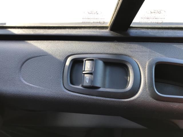 2017 Ford Transit Custom 2.0 Tdci 105Ps Low Roof Van Euro 6 (FE67BKN) Image 19