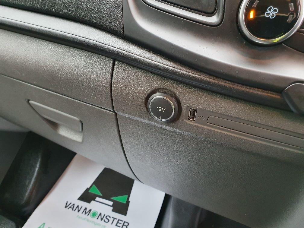 2018 Ford Transit Custom 300 BASE 105BHP 2.0 EURO 6 (FE68ZPM) Image 19
