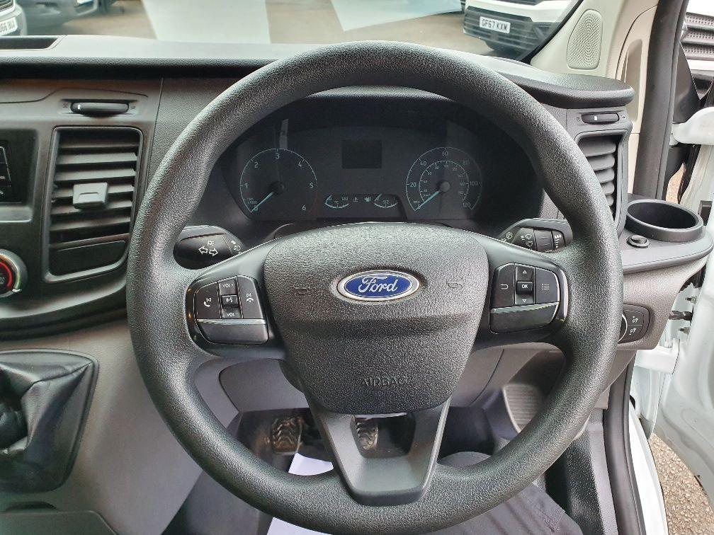 2018 Ford Transit Custom 300 BASE 105BHP 2.0 EURO 6 (FE68ZPM) Image 9