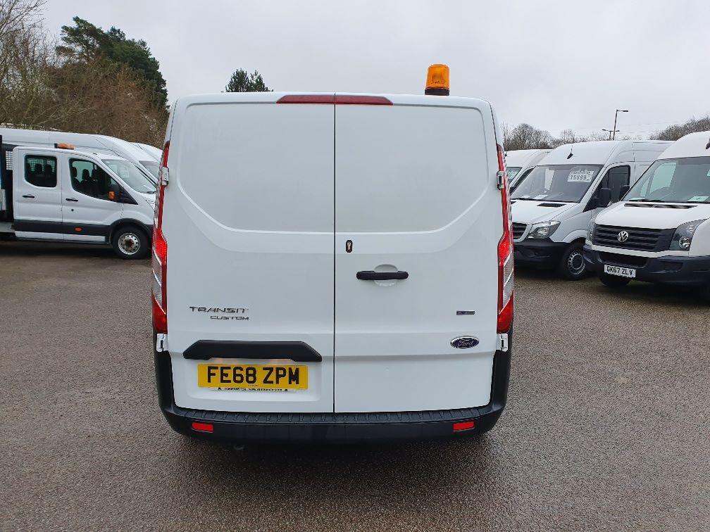 2018 Ford Transit Custom 300 BASE 105BHP 2.0 EURO 6 (FE68ZPM) Image 10