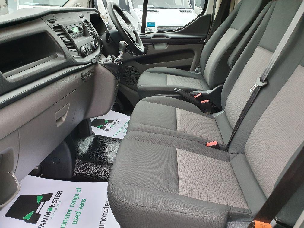 2018 Ford Transit Custom 300 BASE 105BHP 2.0 EURO 6 (FE68ZPM) Image 16