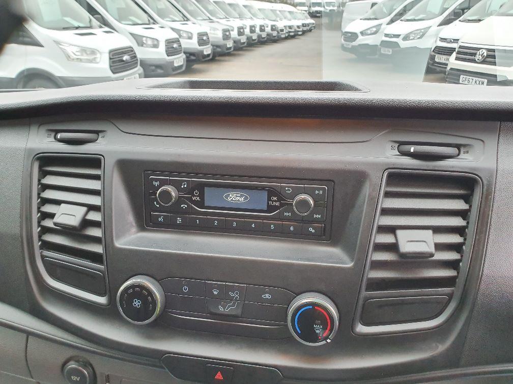 2018 Ford Transit Custom 300 BASE 105BHP 2.0 EURO 6 (FE68ZPM) Image 6