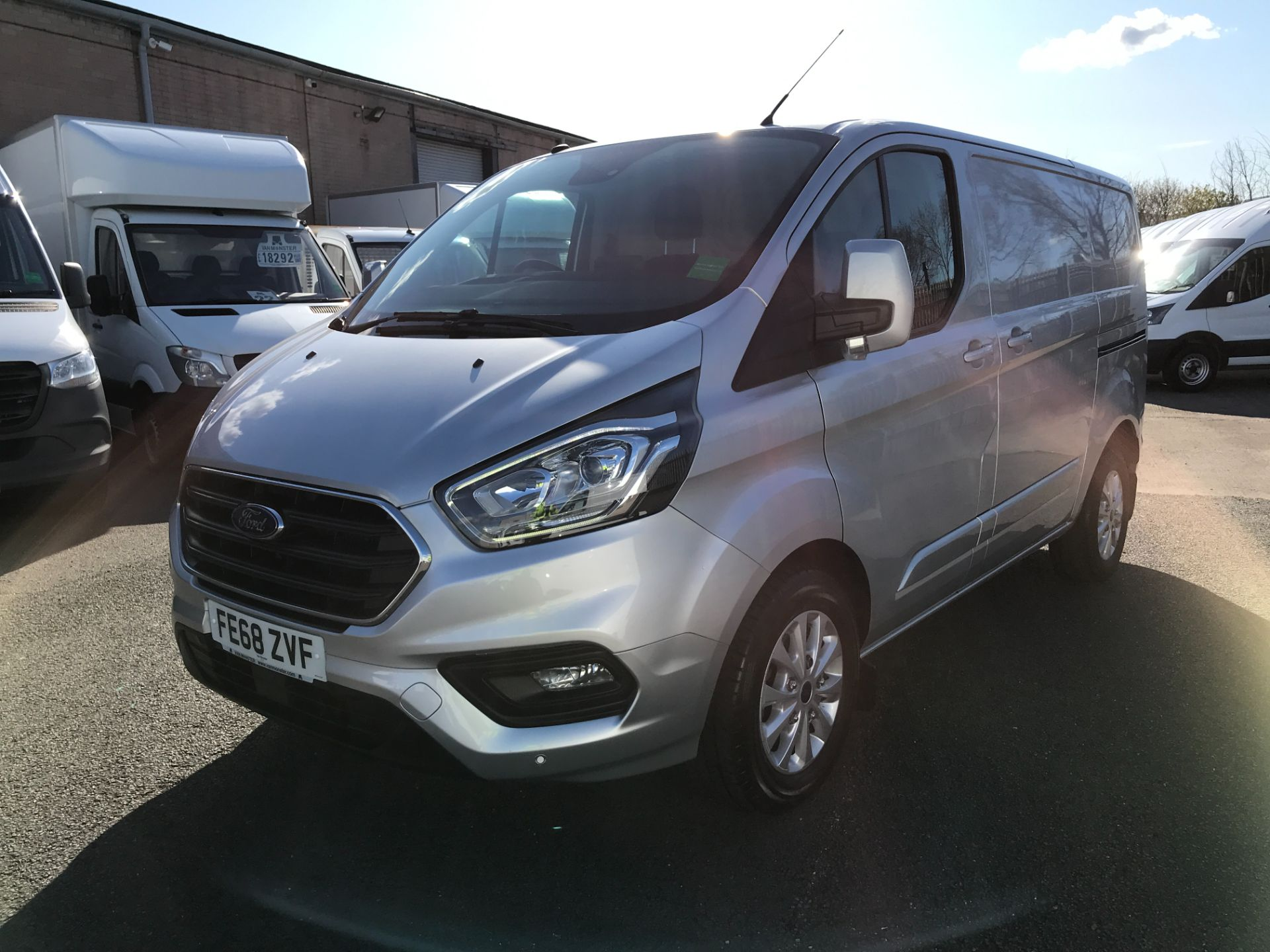 2018 Ford Transit Custom  300 L1 H1 LIMITED 2.0ECOBLUE 130PS  EURO 6 AIR CON  (FE68ZVF) Image 12
