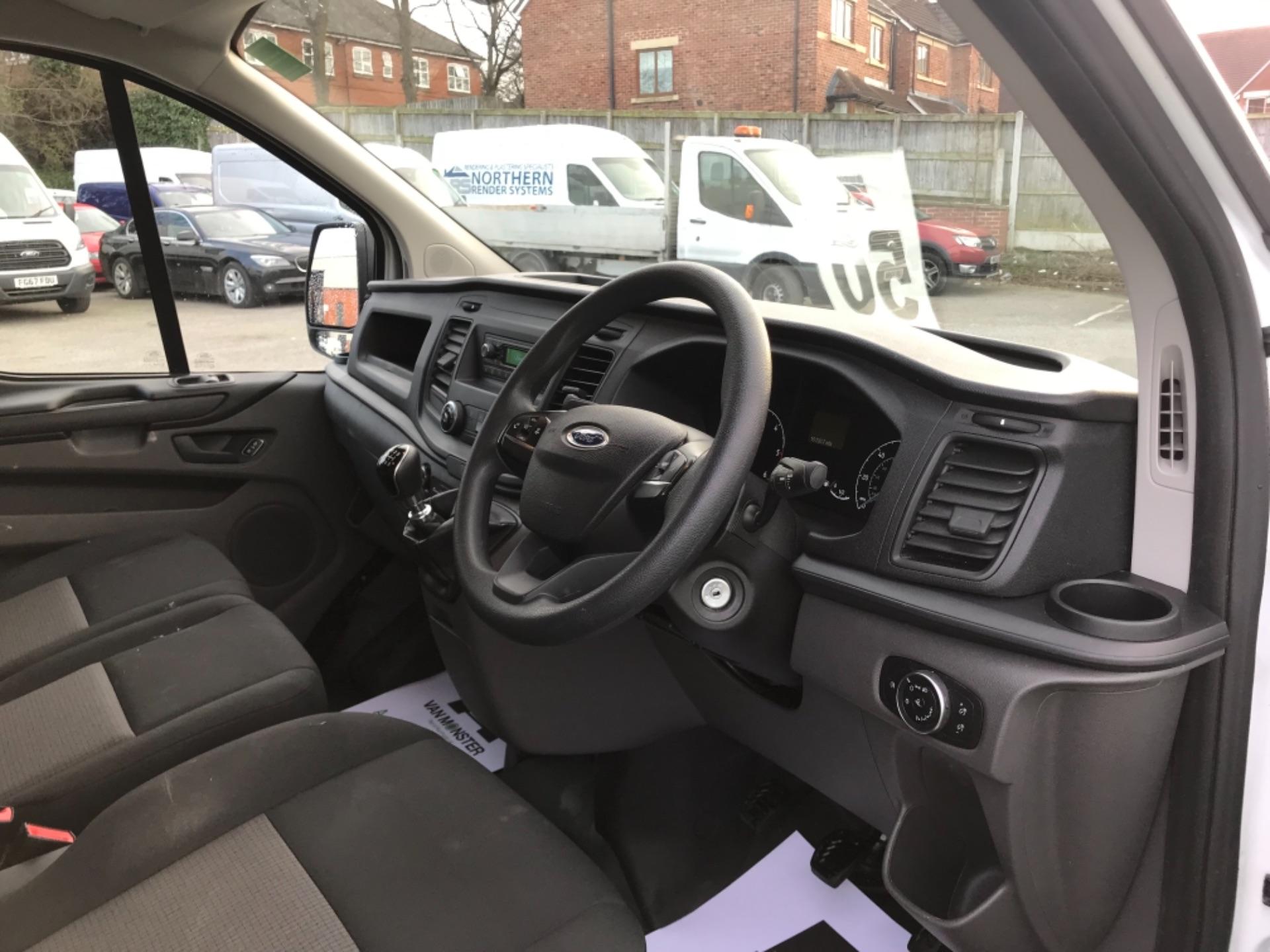 2018 Ford Transit Custom  300 L1 DIESEL FWD 2.0 TDCI 105PS LOW ROOF VAN EURO 6 (FE68ZVS) Image 13