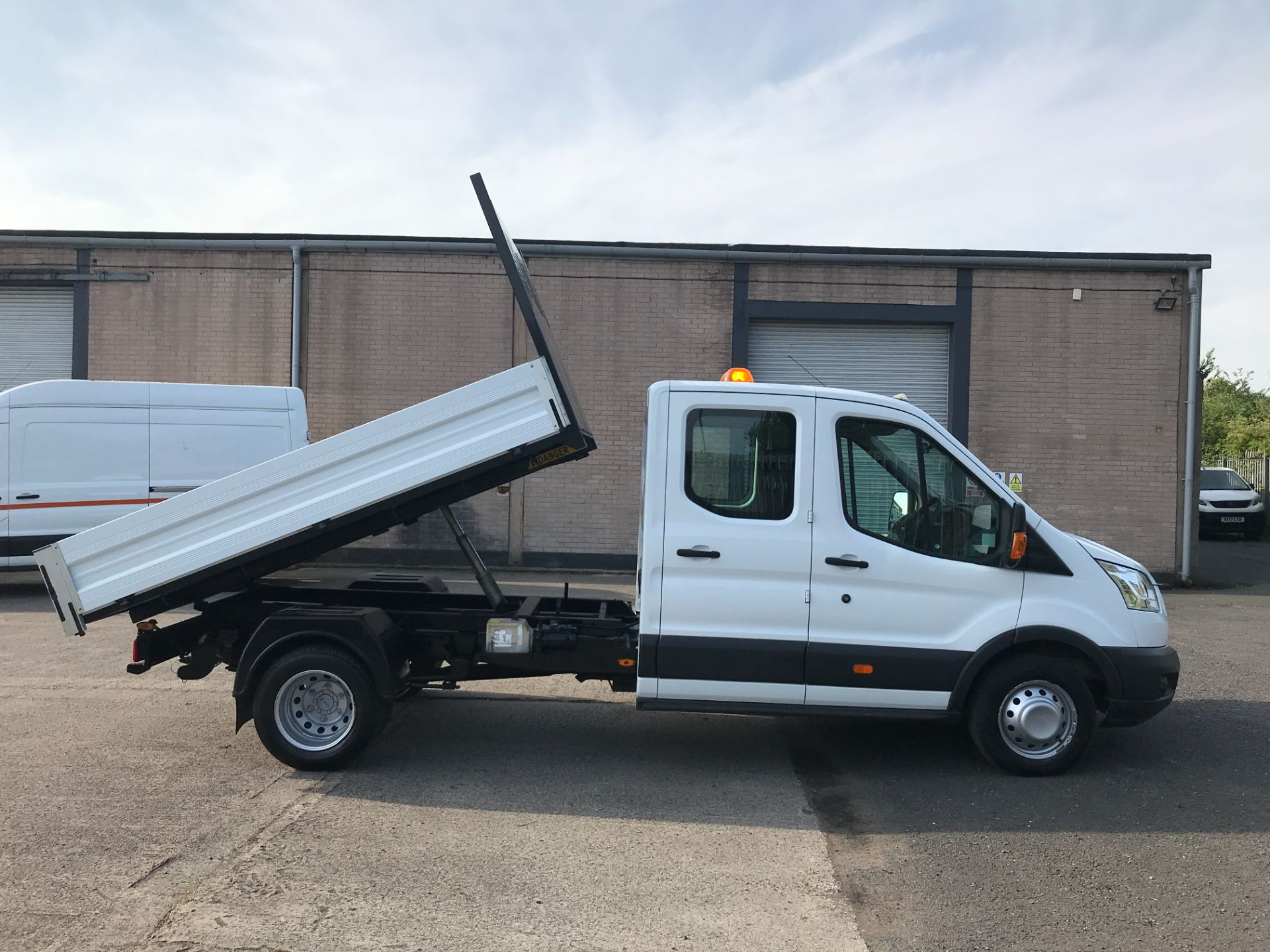 2016 Ford Transit T350 DOUBLE CAB TIPPER 125PS EURO 5 (FG16LKU) Image 5