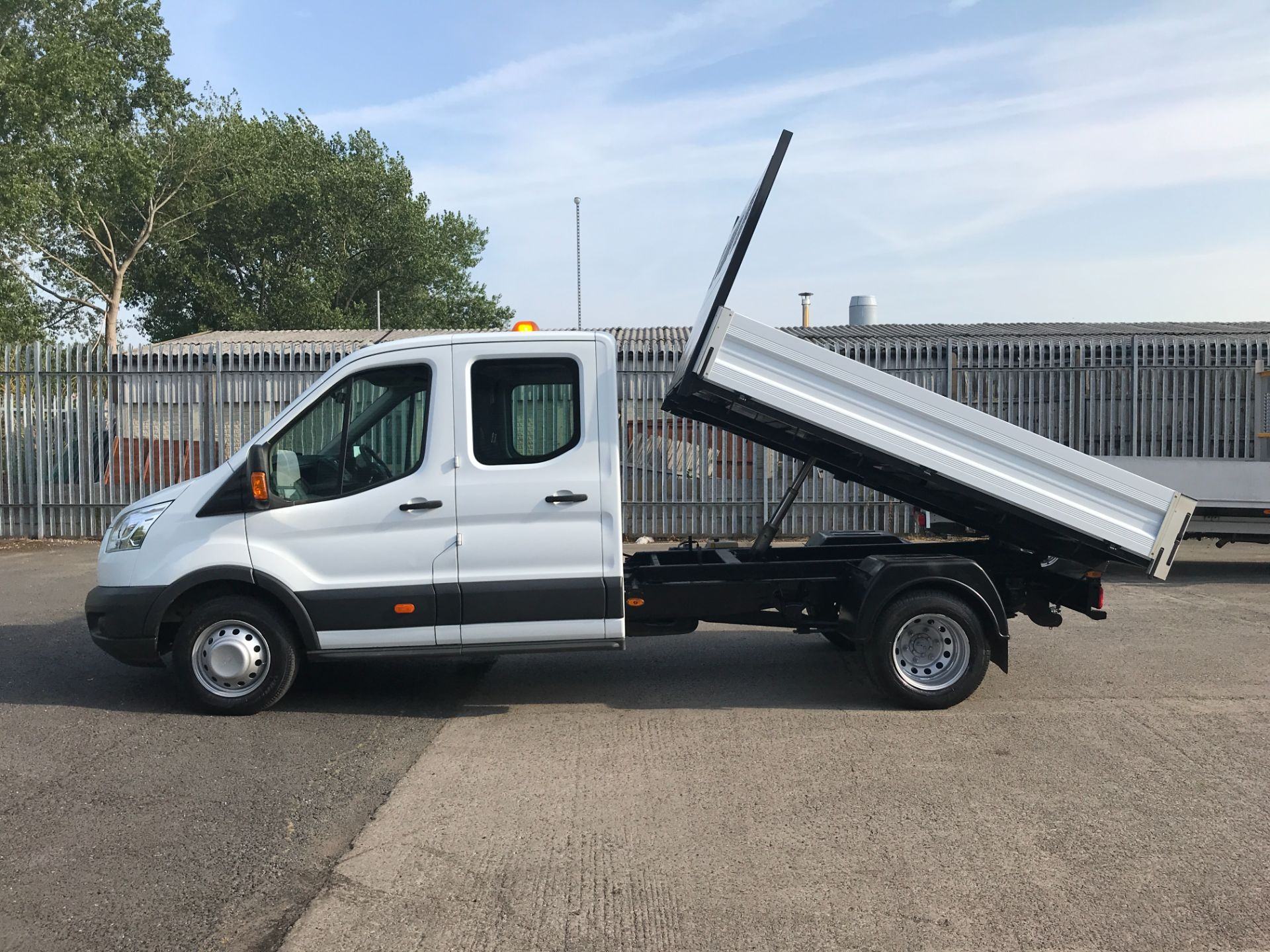 2016 Ford Transit T350 DOUBLE CAB TIPPER 125PS EURO 5 (FG16LKU) Image 6