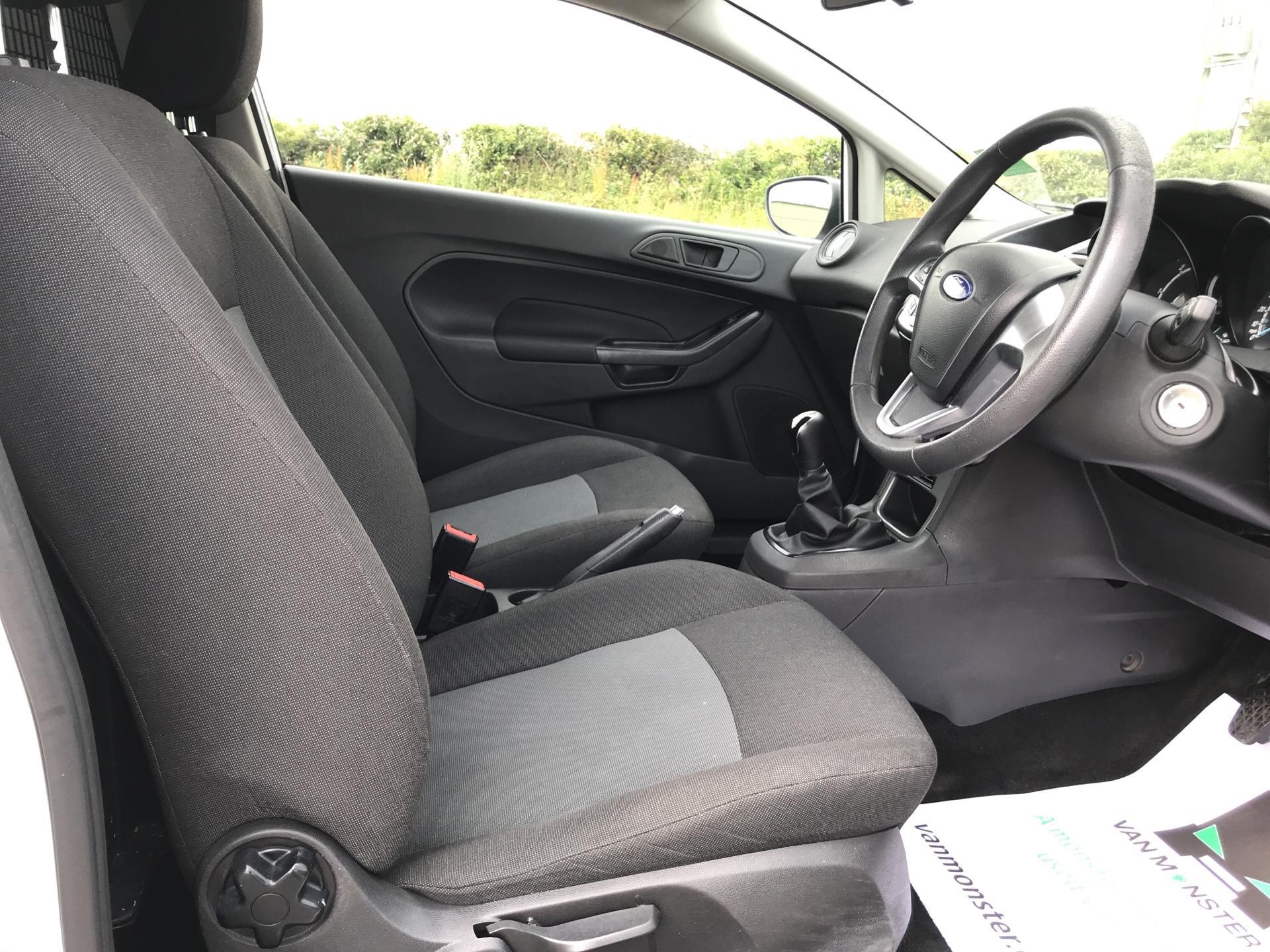 2016 Ford Fiesta DIESEL 1.5 TDCI VAN EURO 5 (FG16UXJ) Image 9