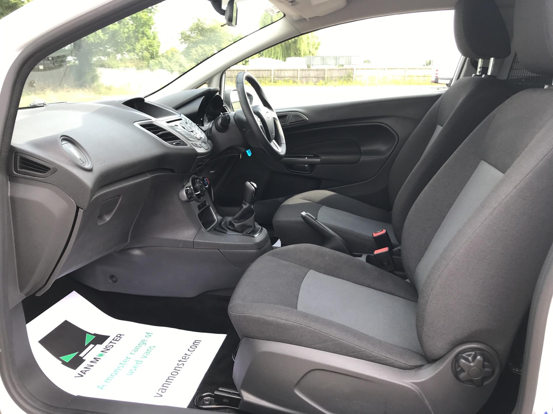 2016 Ford Fiesta DIESEL 1.5 TDCI VAN EURO 5 (FG16UXJ) Image 14