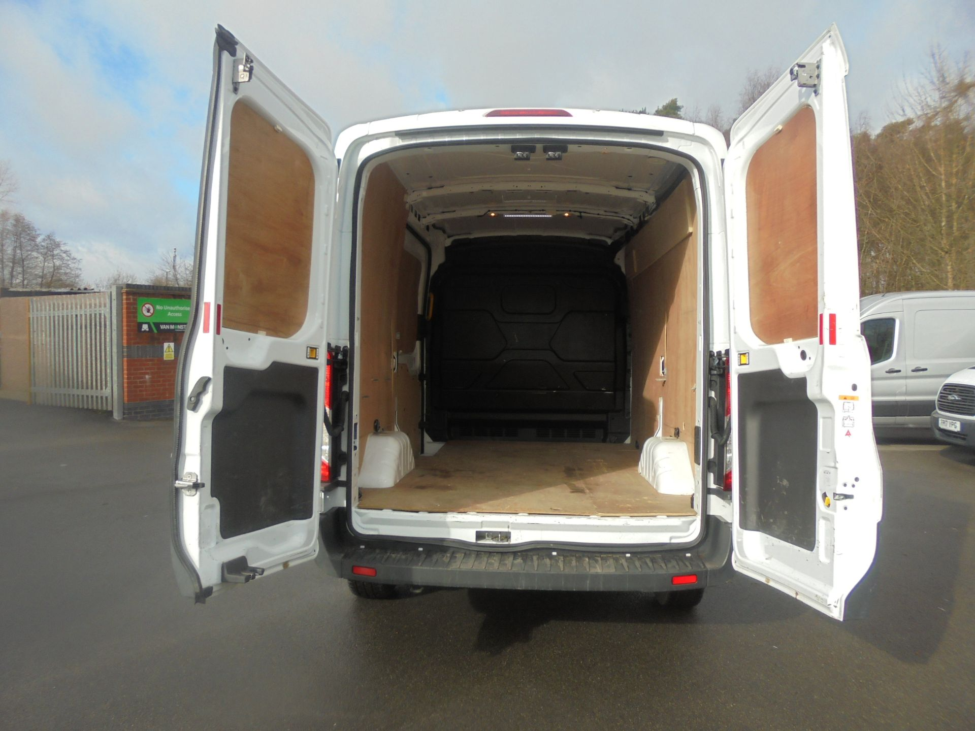 2018 Ford Transit 2.0 Tdci 130Ps H2 Van (FG18YAD) Image 9