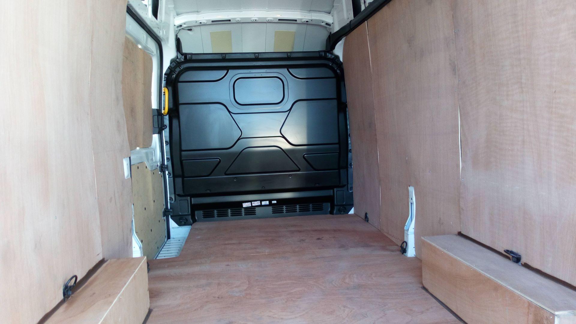 2018 Ford Transit 2.0 Tdci 130Ps H3 Van (FG18YFE) Image 9
