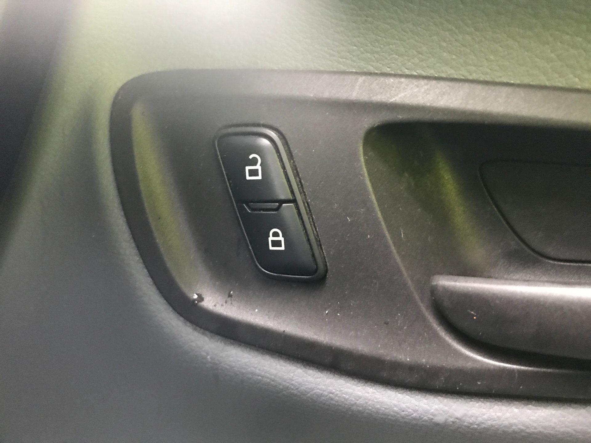 2016 Ford Transit Custom 290 L1 2.0TDCI 100PS LOW ROOF EURO 6 (FG66RZX) Image 25
