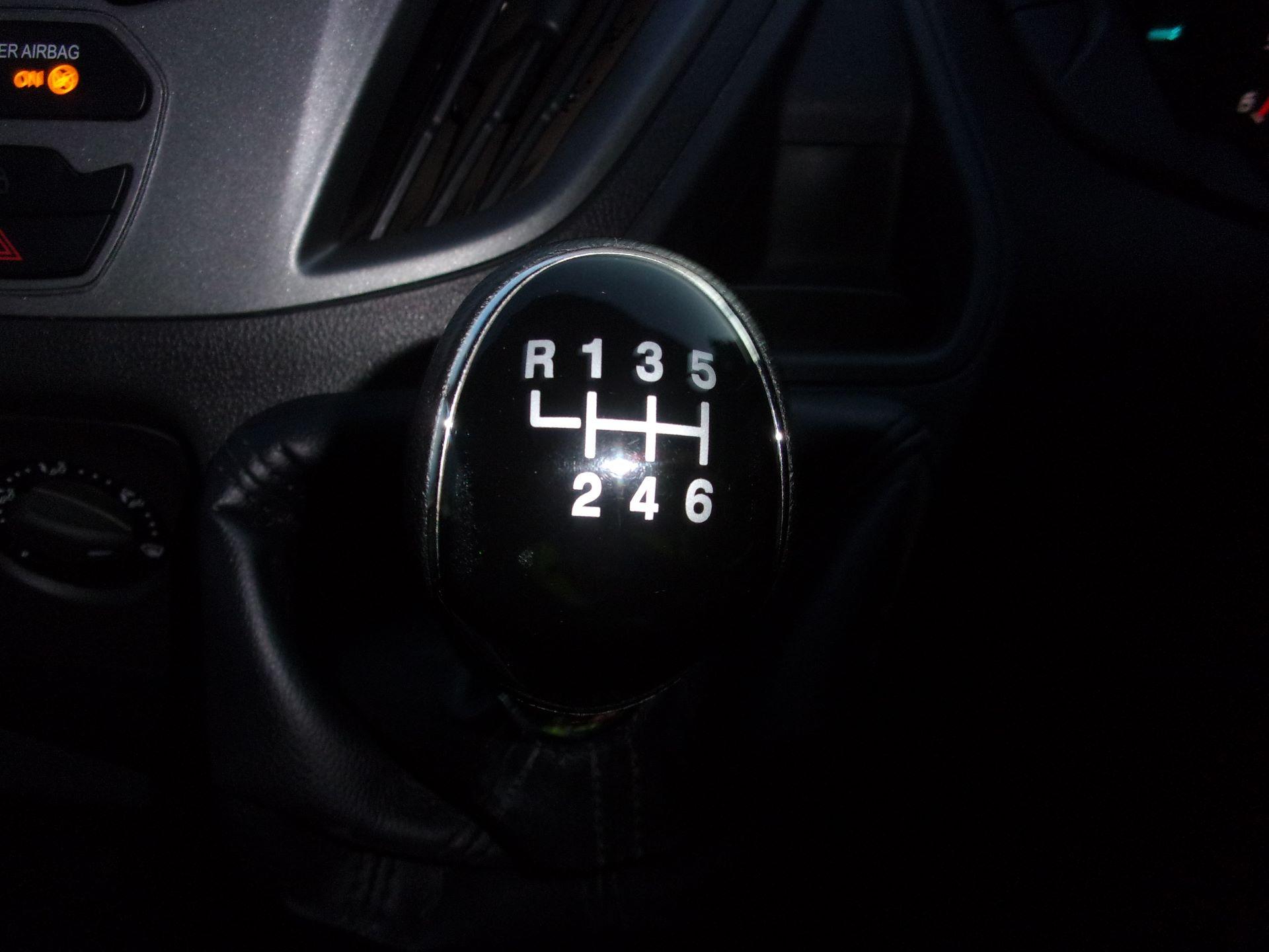 2017 Ford Transit Custom 310 L2 DIESEL FWD 2.0 TDCI 130PS LOW ROOF KOMBI EURO 6 (FG67ERU) Image 11