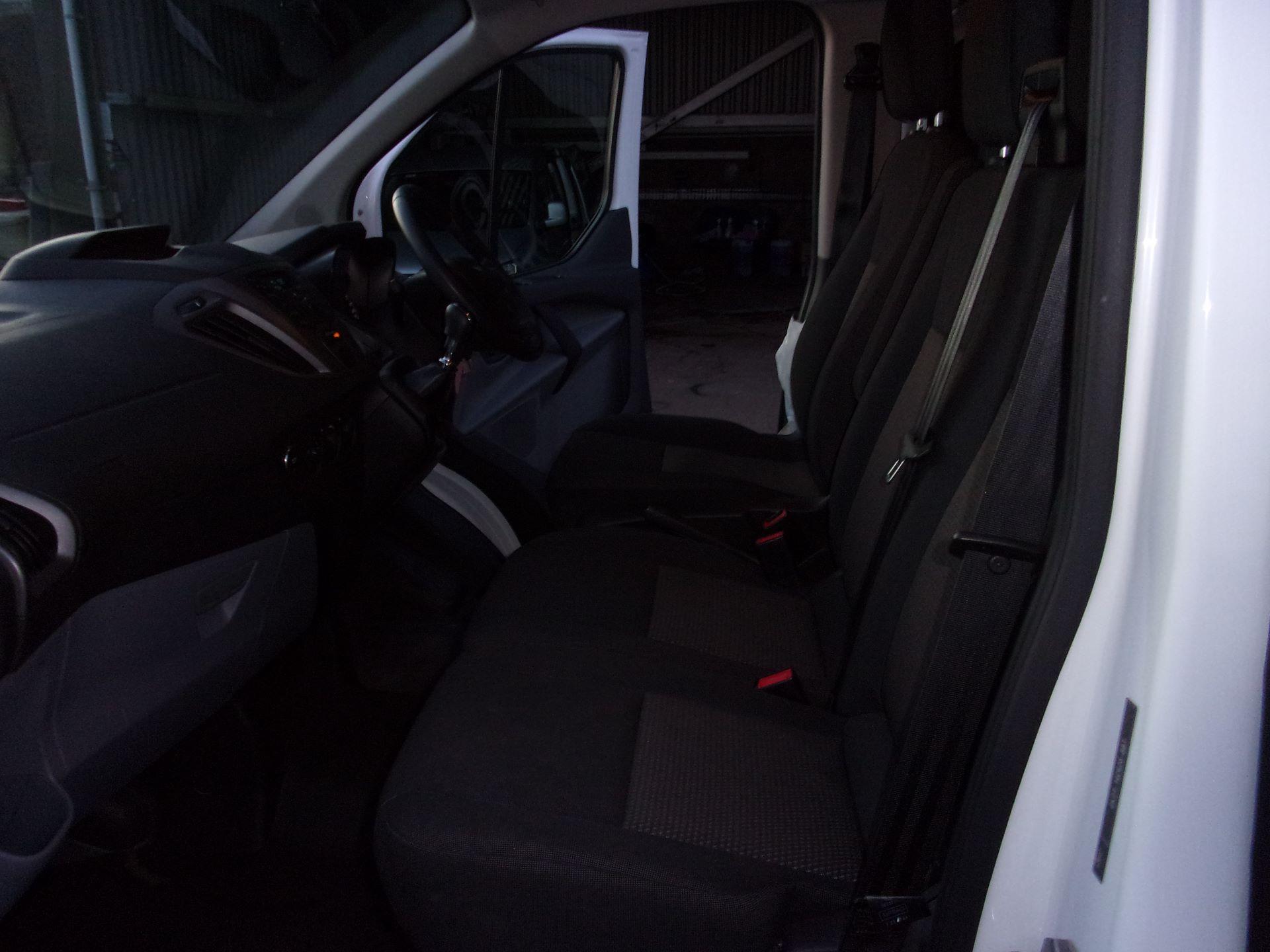 2017 Ford Transit Custom 310 L2 DIESEL FWD 2.0 TDCI 130PS LOW ROOF KOMBI EURO 6 (FG67ERU) Image 16