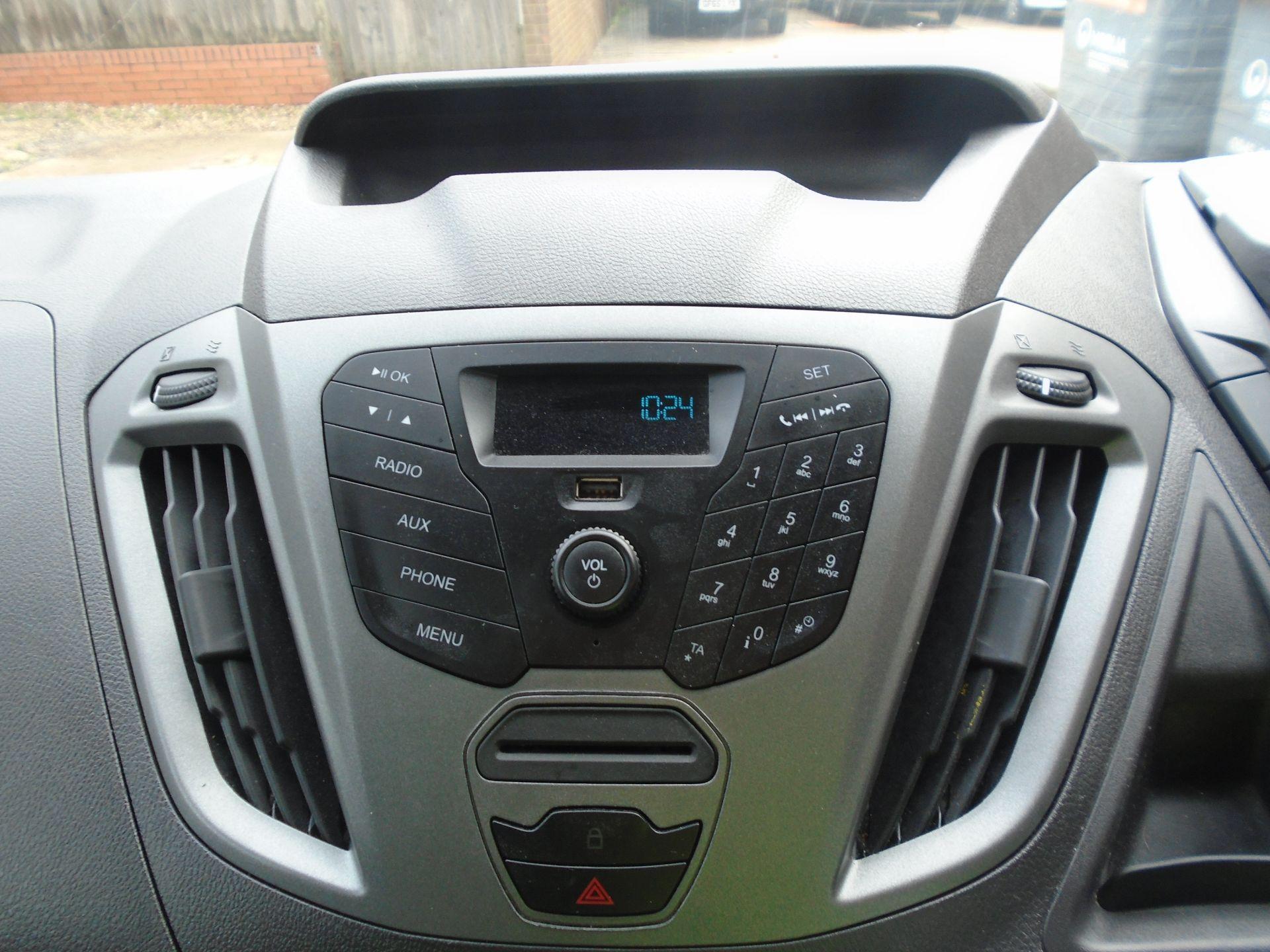 2017 Ford Transit Custom 2.0 Tdci 105Ps Low Roof Van(EURO 6) (FG67EWE) Image 17