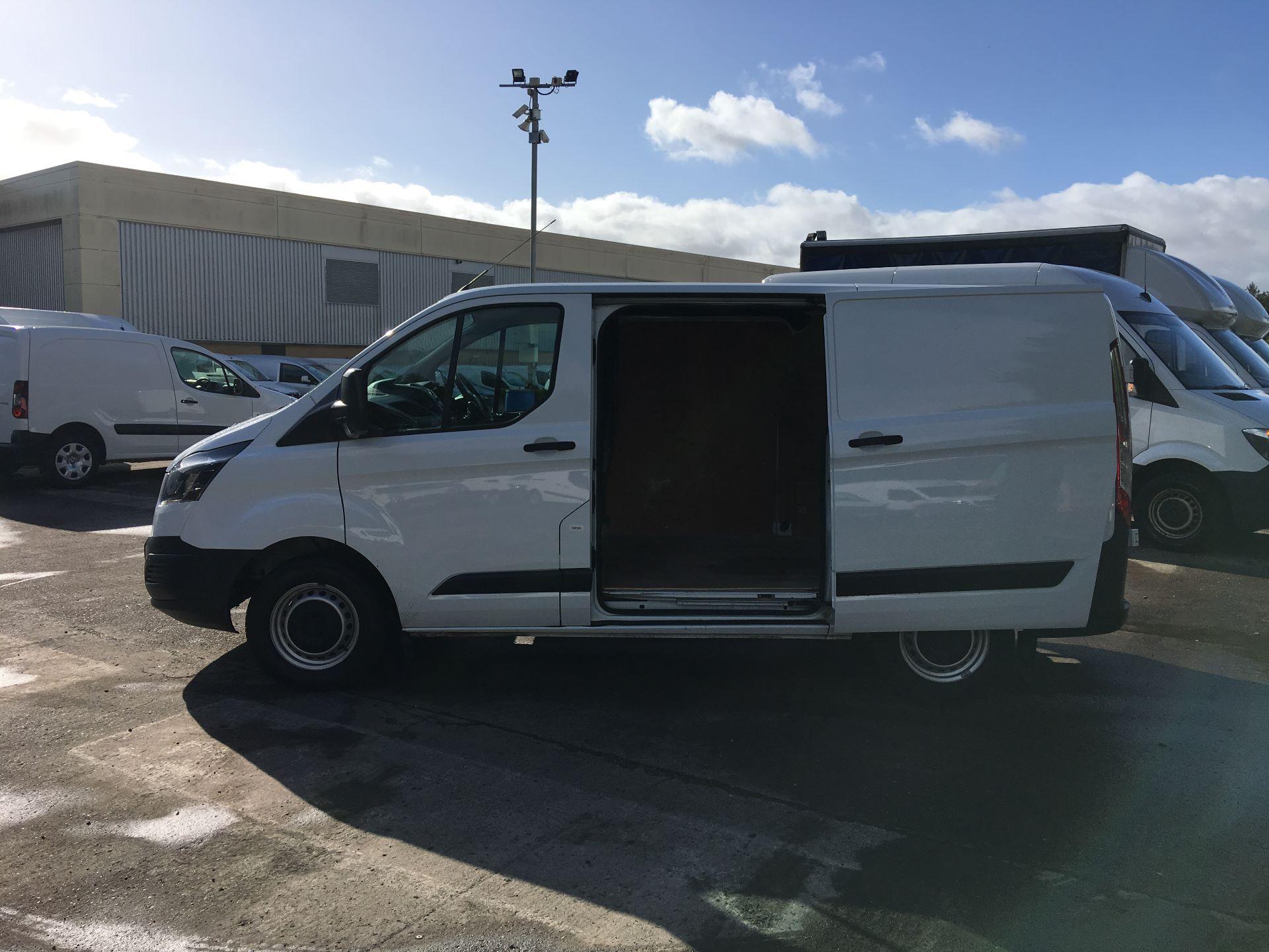 2017 Ford Transit Custom 290 L1 DIESEL FWD 2.0 TDCI 105PS LOW ROOF VAN EURO 6 (FG67FHL) Image 19