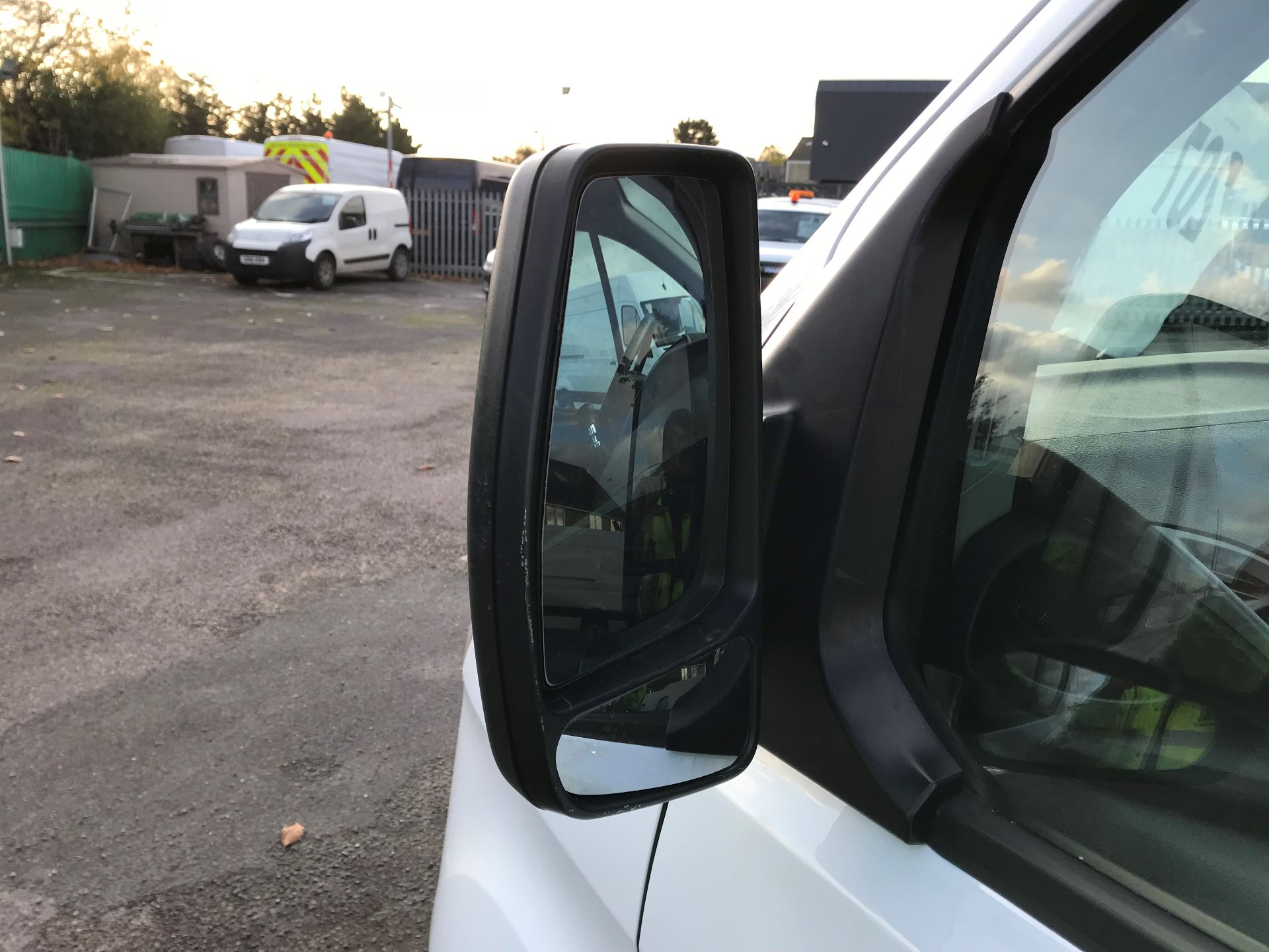 2017 Ford Transit Custom   310 L2 L/R KOMBI 130PS EURO 6 (FG67FOM) Image 13