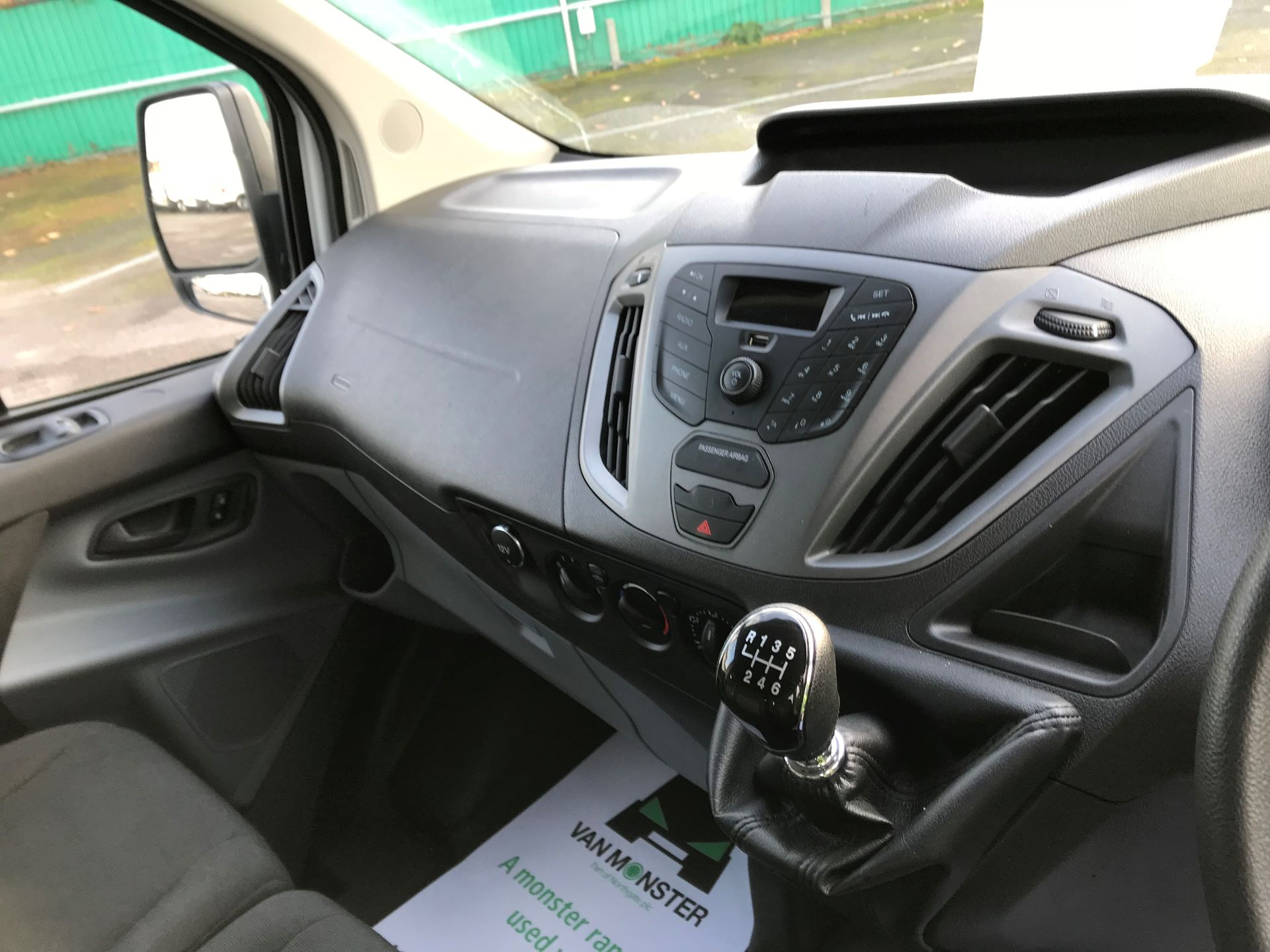 2017 Ford Transit Custom   310 L2 L/R KOMBI 130PS EURO 6 (FG67FOM) Image 25