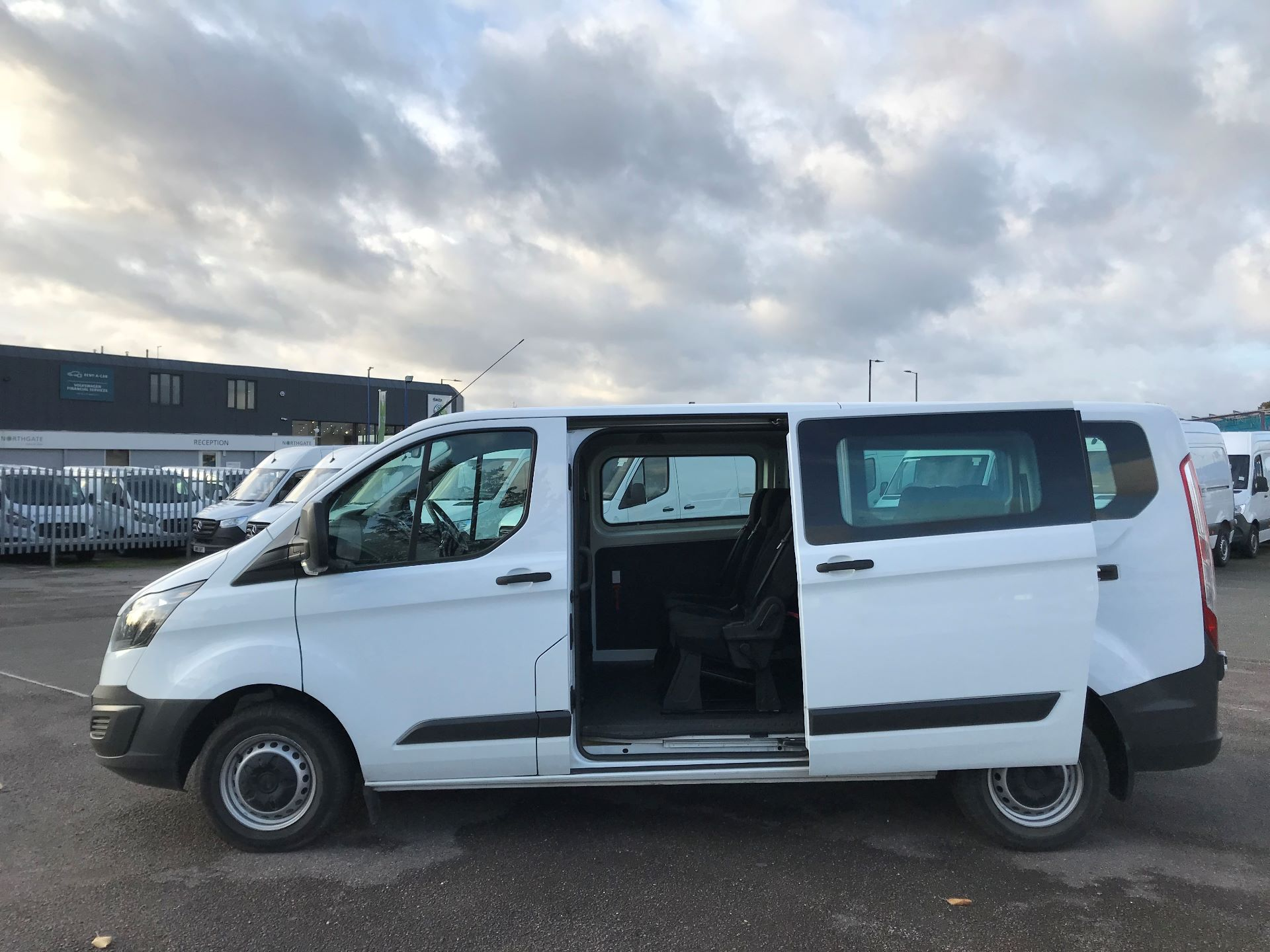 2017 Ford Transit Custom   310 L2 L/R KOMBI 130PS EURO 6 (FG67FOM) Image 10