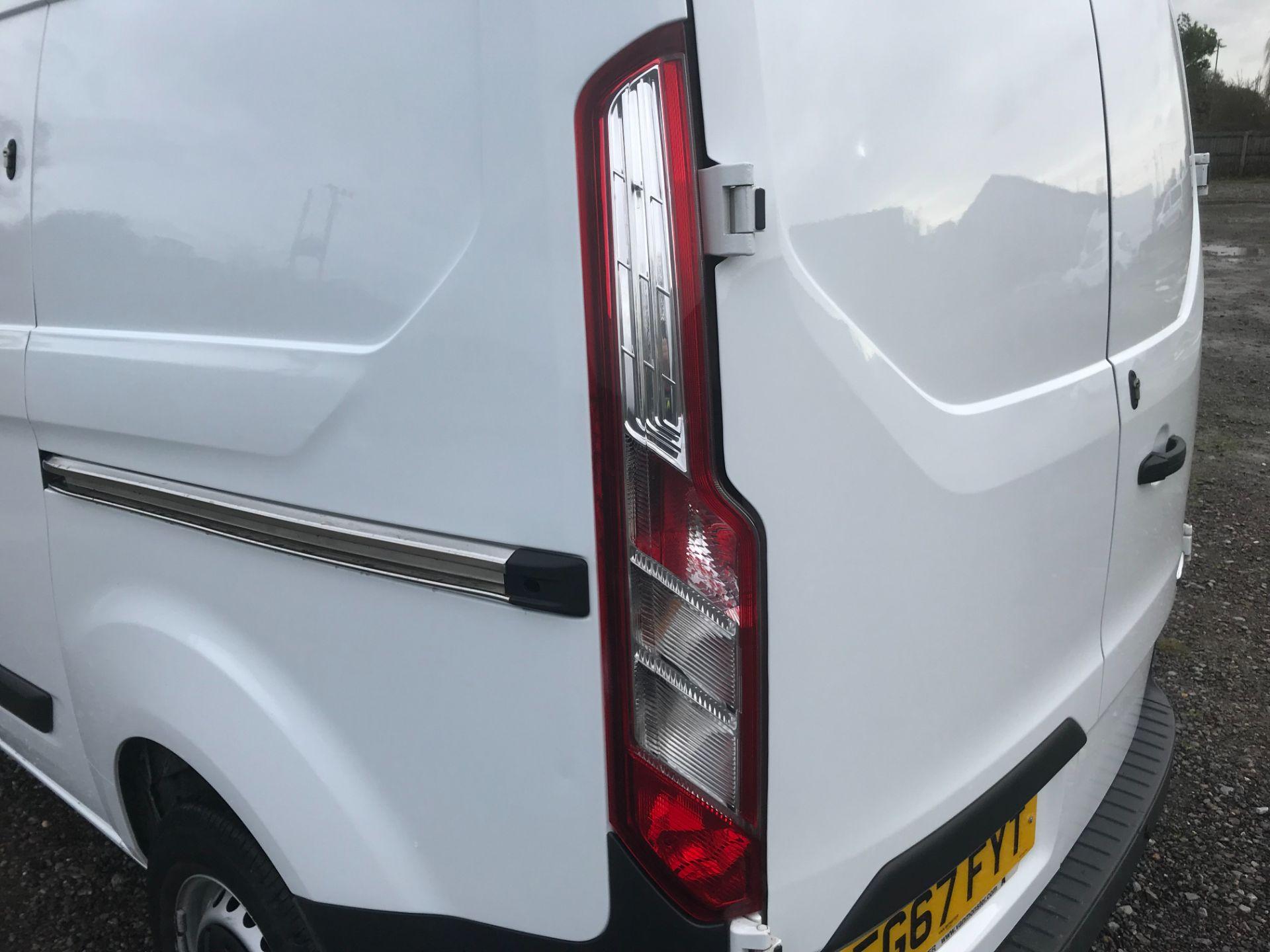 2017 Ford Transit Custom  290 L1 DIESEL FWD 2.0 TDCI 105PS LOW ROOF VAN EURO 6 (FG67FYT) Image 16