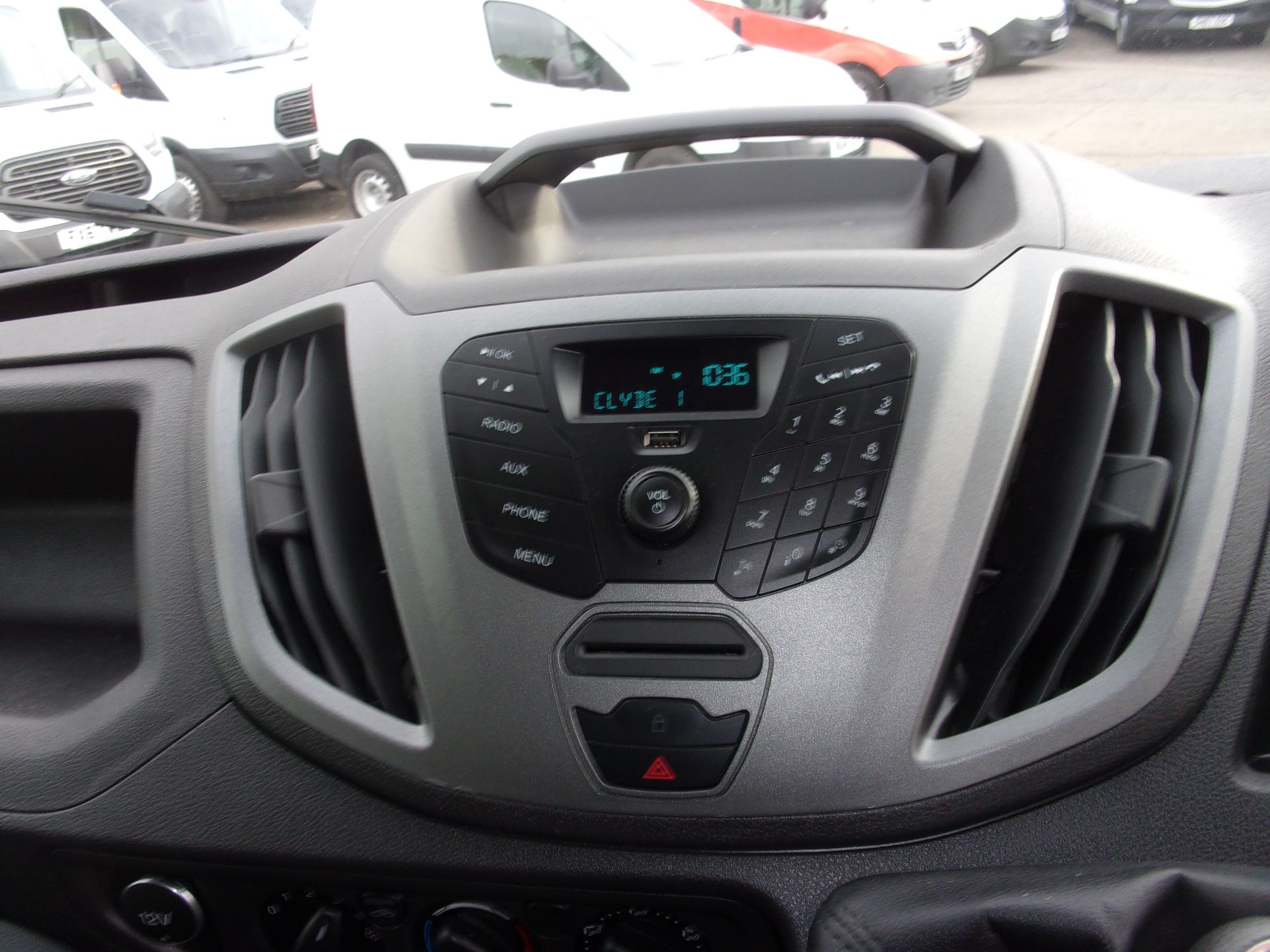 2017 Ford Transit 350 L3 H3 130PS VAN EURO 6 (FH17RAX) Image 4
