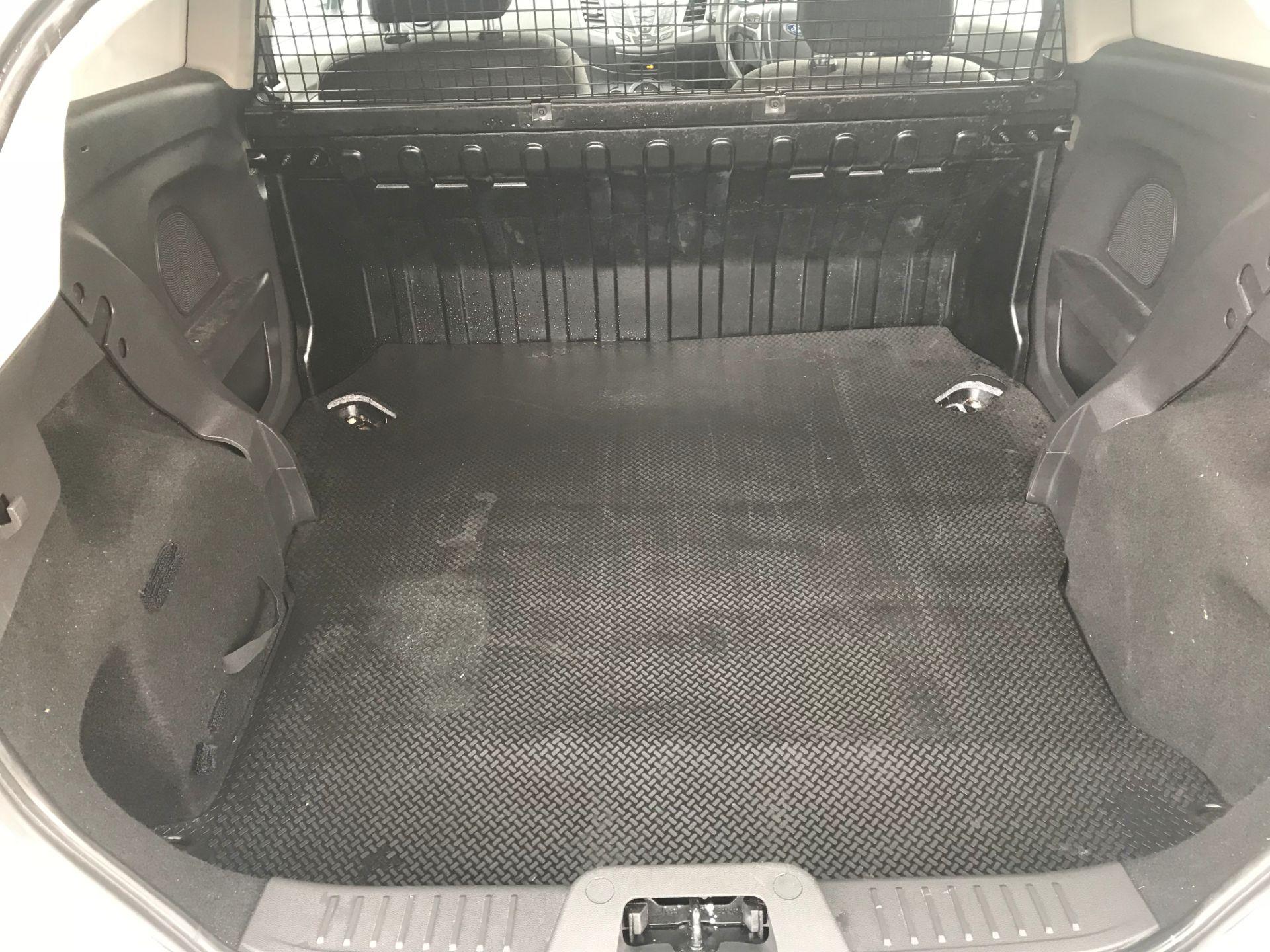 2017 Ford Fiesta DIESEL 1.5 TDCI VAN EURO 5 (FH17UOK) Image 6