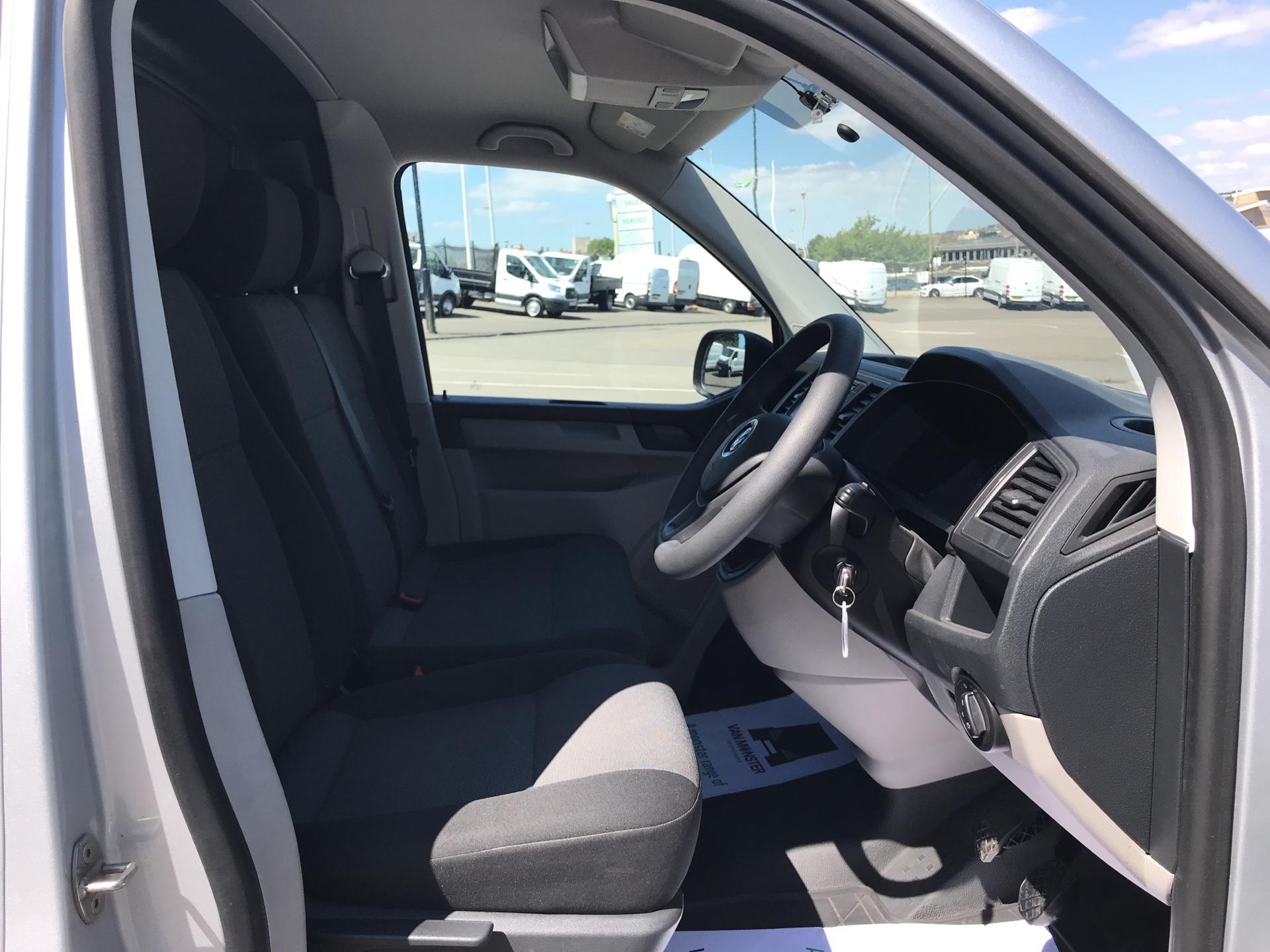 2017 Volkswagen Transporter 2.0 Tdi Bmt 102 Startline LWB Van Euro 6 (FH17VWW) Image 9