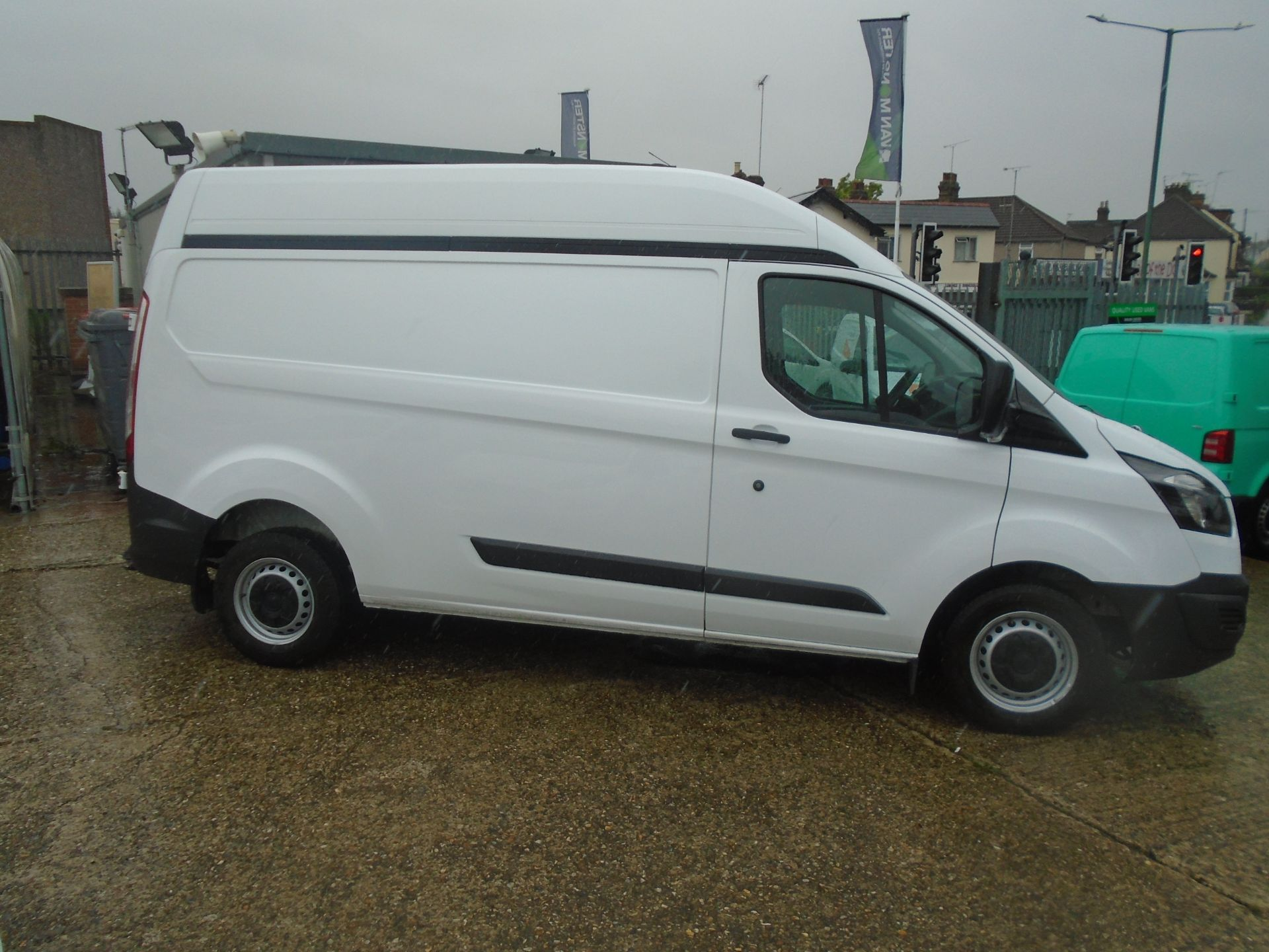 2015 Ford Transit Custom 2.2 Tdci 100Ps High Roof Van (FH65ZFF) Image 10