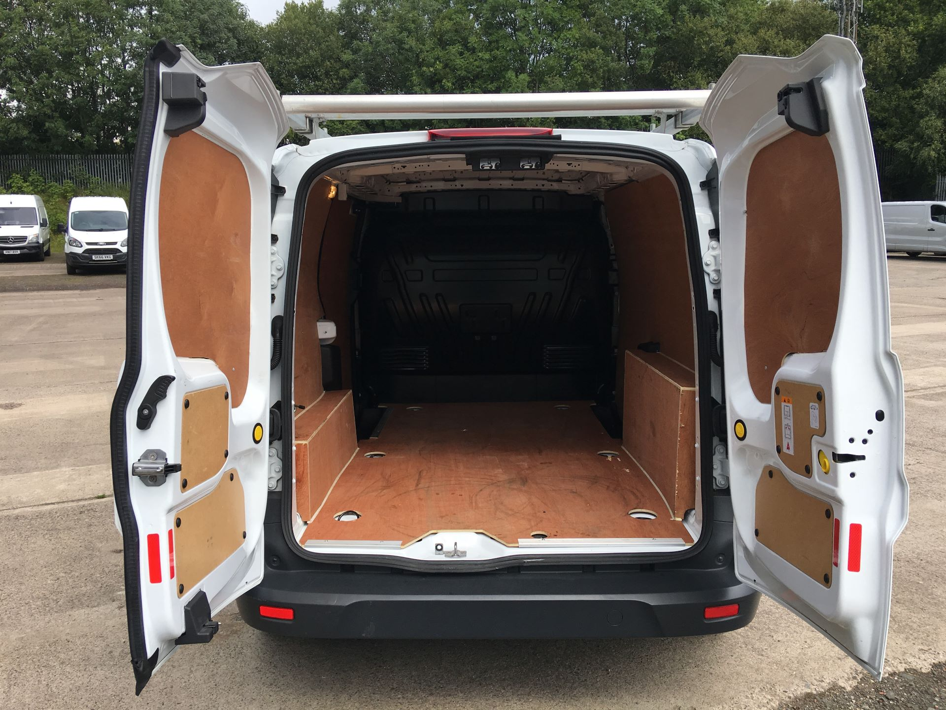 2018 Ford Transit Connect 210 L2 DIESEL FWD 1.5 TDCI 100PS EURO 5 (FH67KDV) Image 17