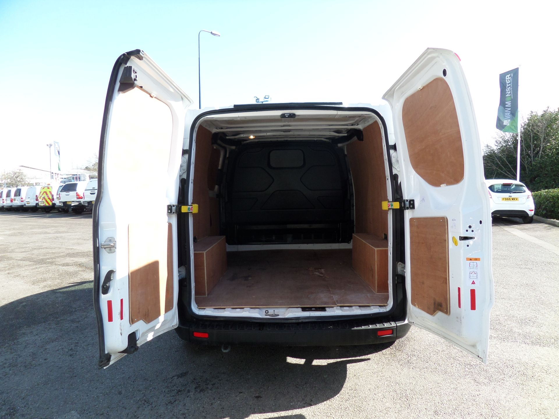 2018 Ford Transit Custom 2.0 Tdci 105Ps Low Roof Van Euro 6 (FH67WXF) Image 4