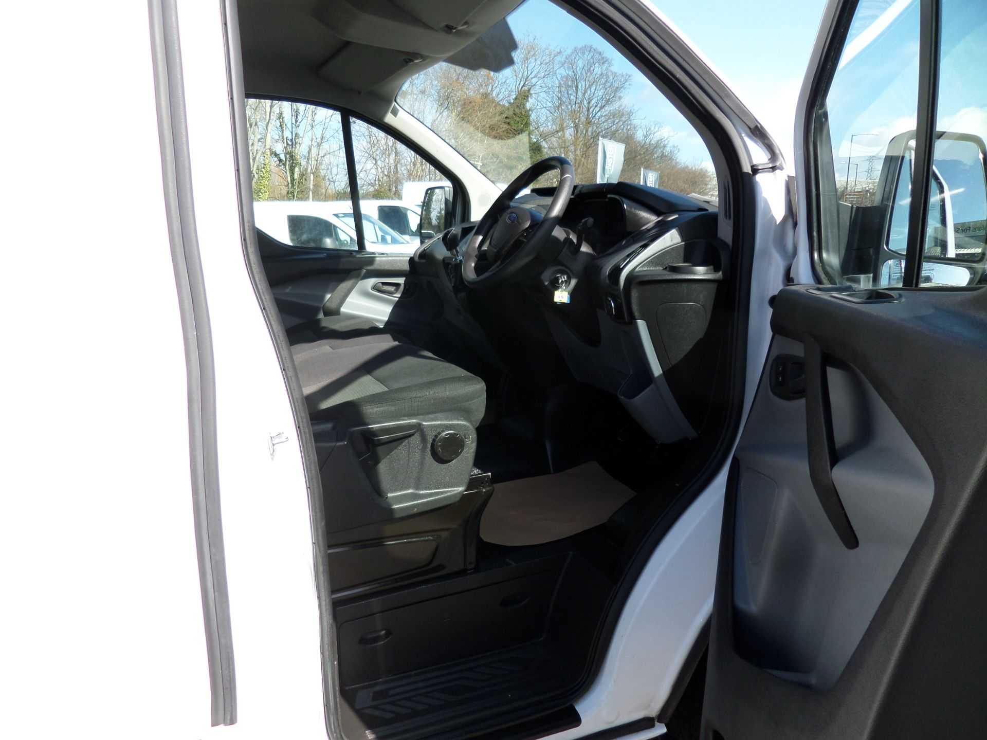 2018 Ford Transit Custom 2.0 Tdci 105Ps Low Roof Van Euro 6 (FH67WXF) Image 11