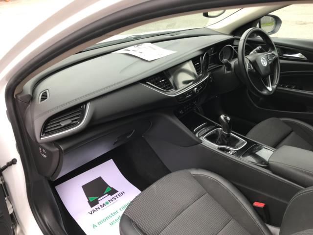 2018 Vauxhall Insignia 1.6 Turbo D Ecotec Sri Nav 5Dr (FJ18XSX) Image 31