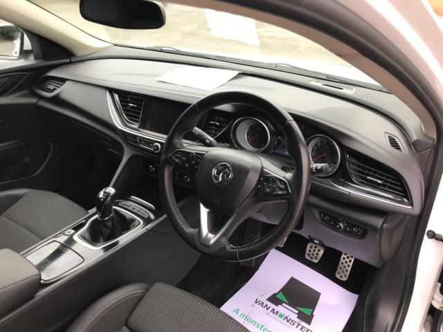 2018 Vauxhall Insignia 1.6 Turbo D Ecotec Sri Nav 5Dr (FJ18XSX) Image 10
