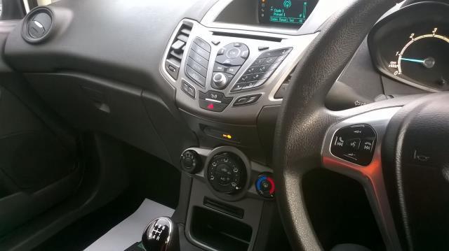 2015 Ford Fiesta 1.5 TDCI EURO 5 (FL15XFF) Image 25