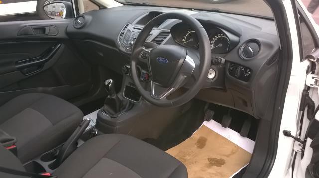 2015 Ford Fiesta 1.5 TDCI EURO 5 (FL15XFF) Image 17