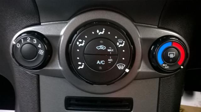 2015 Ford Fiesta 1.5 TDCI EURO 5 (FL15XFF) Image 24