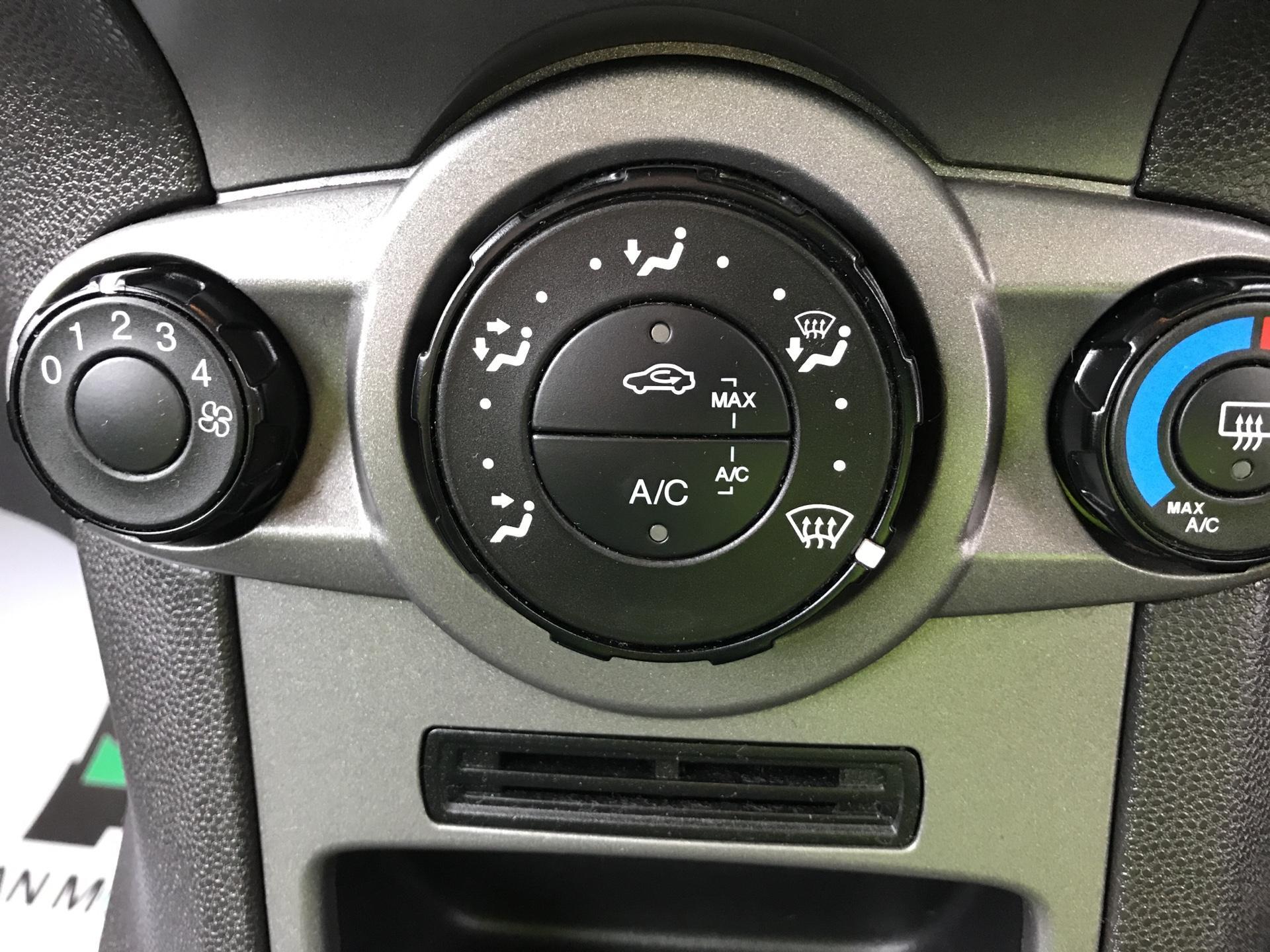 2015 Ford Fiesta  DIESEL 1.5 TDCI VAN EURO 5 AIR CON (FL15XNJ) Image 16