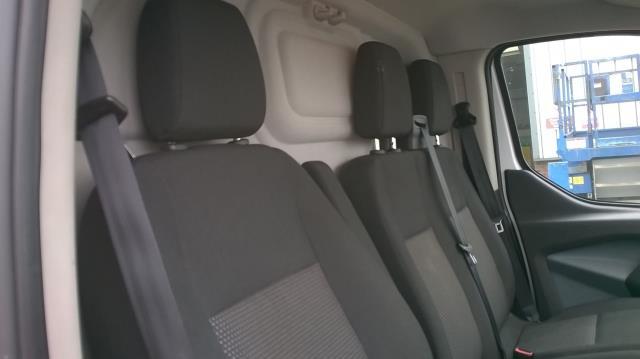 2015 Ford Transit Custom 290 L1 DIESEL FWD 2.2  TDCI 100PS LOW ROOF VAN EURO 5 (FL15XOM) Image 18