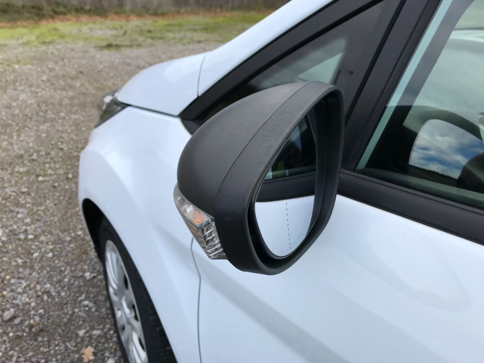 2015 Ford Fiesta 1.5 Tdci Van (FL15XVY) Image 23