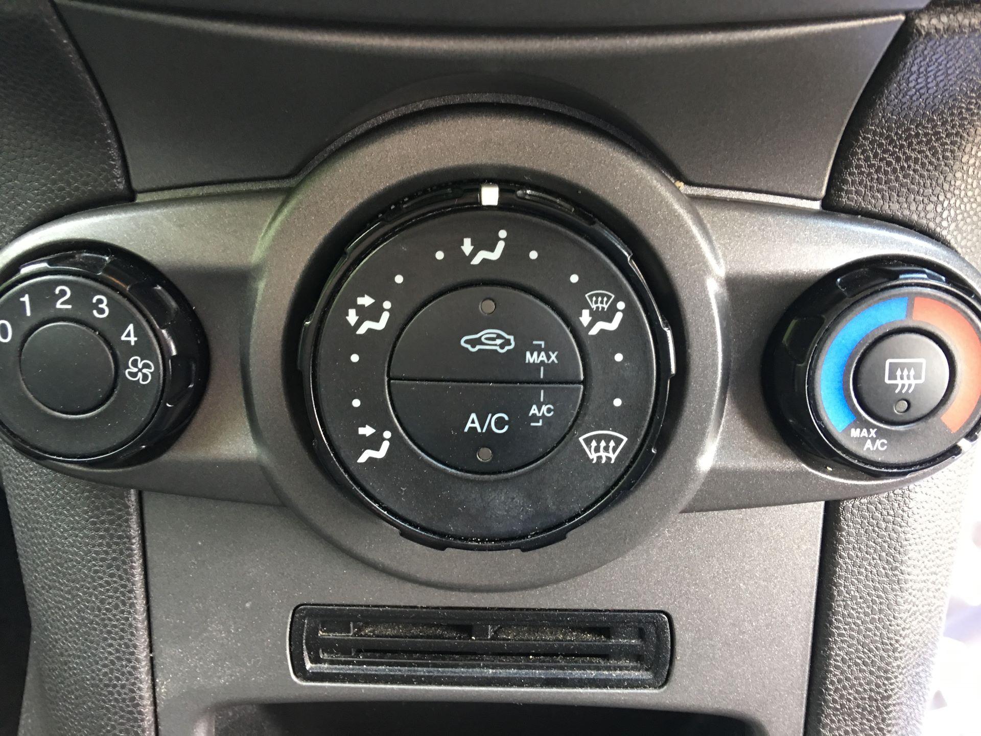 2015 Ford Fiesta DIESEL 1.5 TDCI VAN EURO 5 (FL15XWM) Image 7