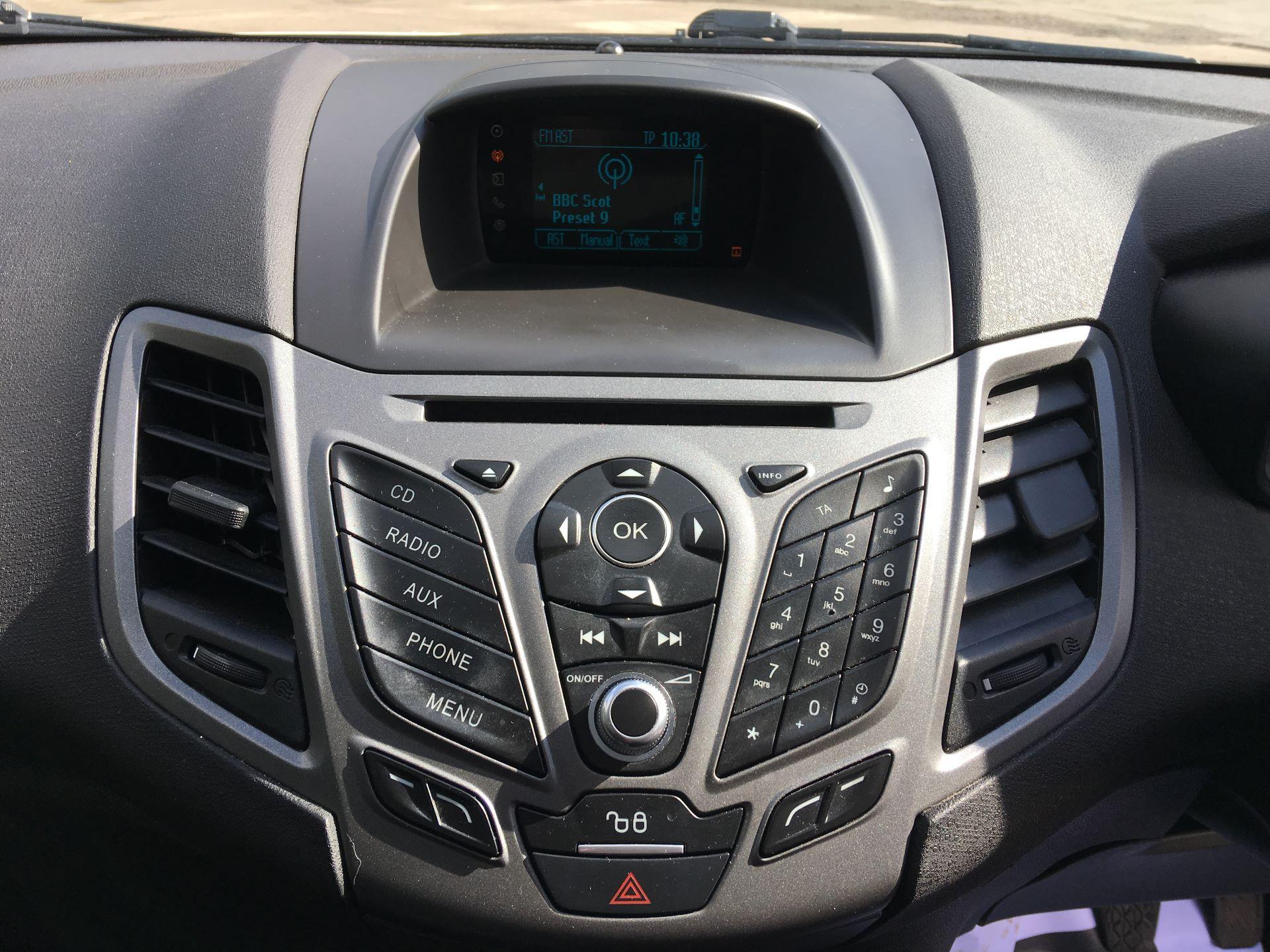 2015 Ford Fiesta DIESEL 1.5 TDCI VAN EURO 5 (FL15XWM) Image 3