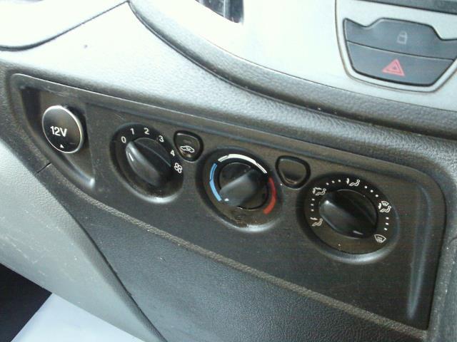 2016 Ford Transit  350 L2 SINGLE CAB TIPPER 125PS EURO 5 (FL16KOE) Image 32