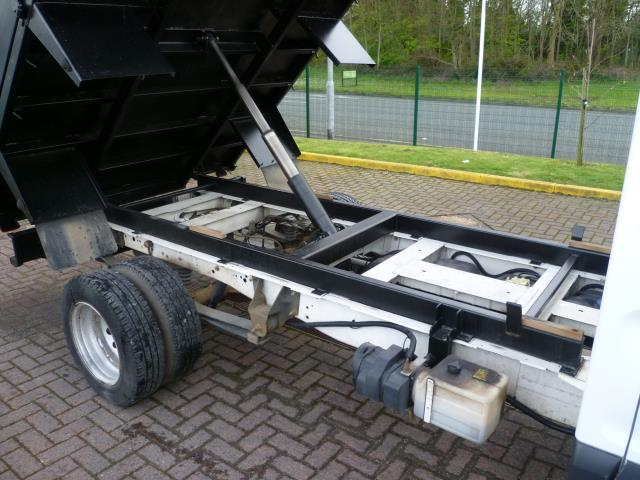 2016 Ford Transit 350 L2 SINGLE CAB TIPPER 125PS EURO 5 (FL16KUB) Image 11