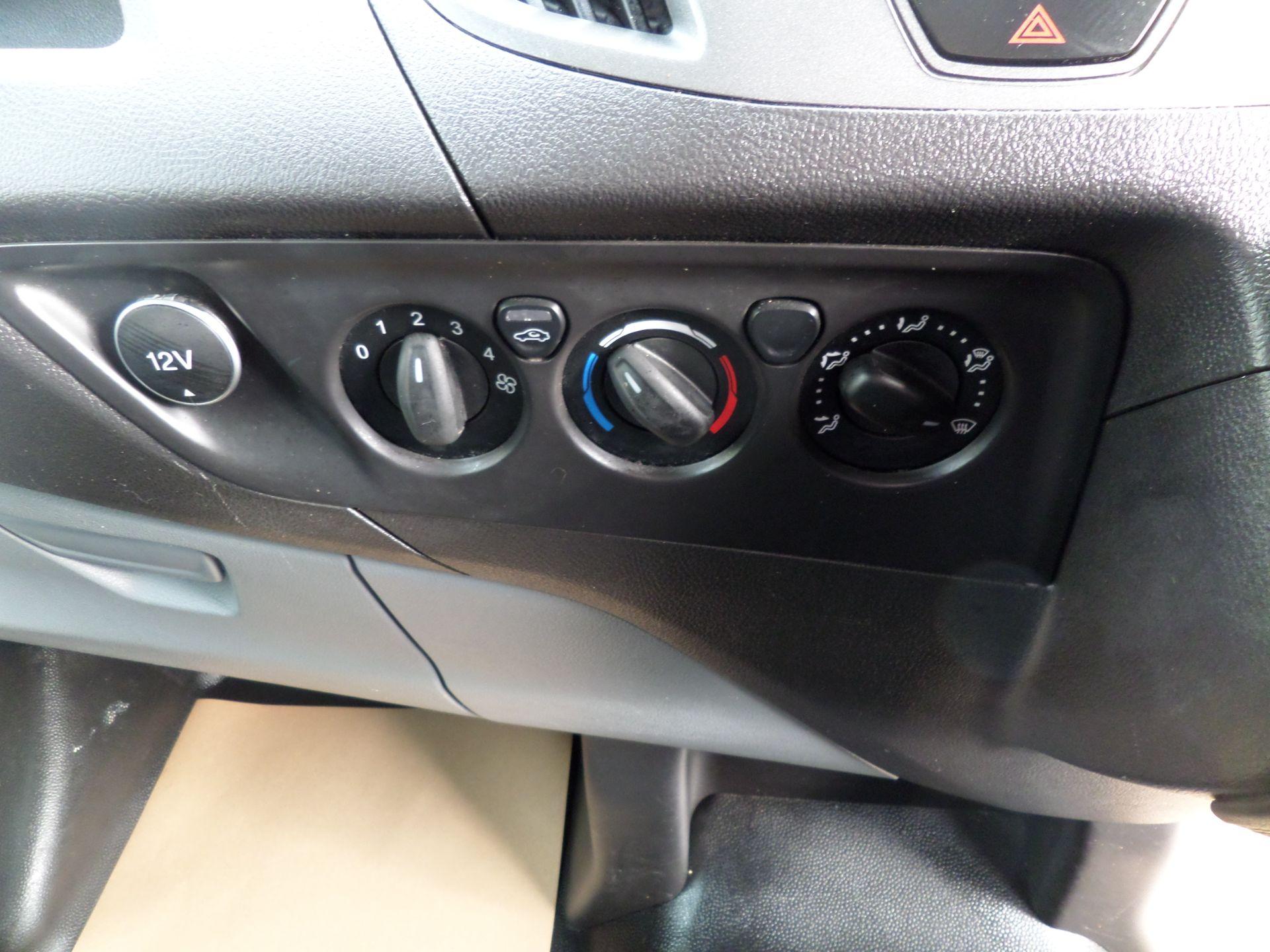 2017 Ford Transit Custom 2.0 Tdci 105Ps Low Roof D/Cab Van Euro 6 (FL17VJO) Image 14