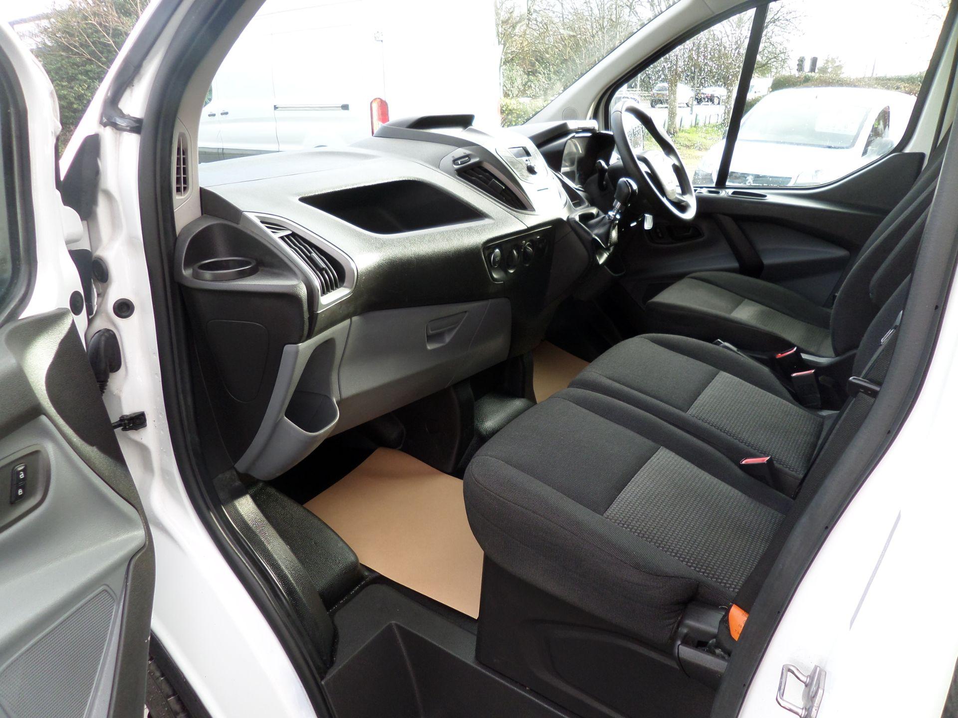 2017 Ford Transit Custom 2.0 Tdci 105Ps Low Roof D/Cab Van Euro 6 (FL17VJO) Image 9