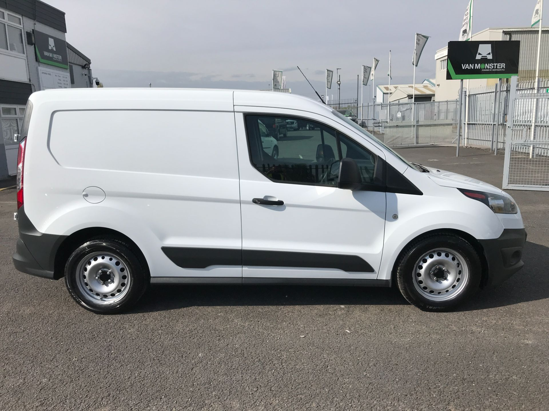 2017 Ford Transit Connect T200 L1 H1 1.5TDCI 75PS EURO 6  (FL17VLF) Image 8