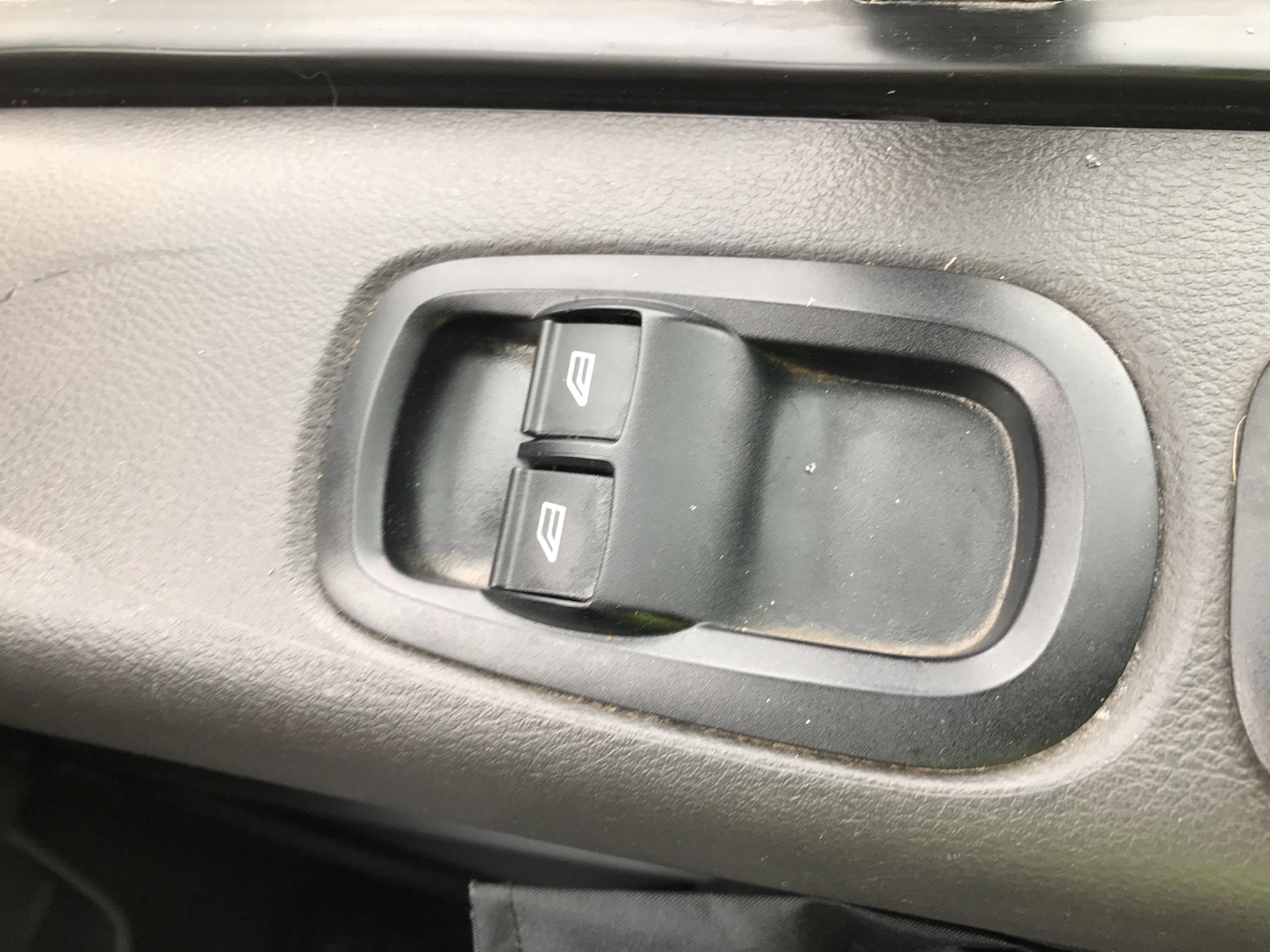 2017 Ford Transit Custom 290 L1 DIESEL FWD 2.0 TDCI 105PS LOW ROOF VAN EURO 6 (FL17VMF) Image 15